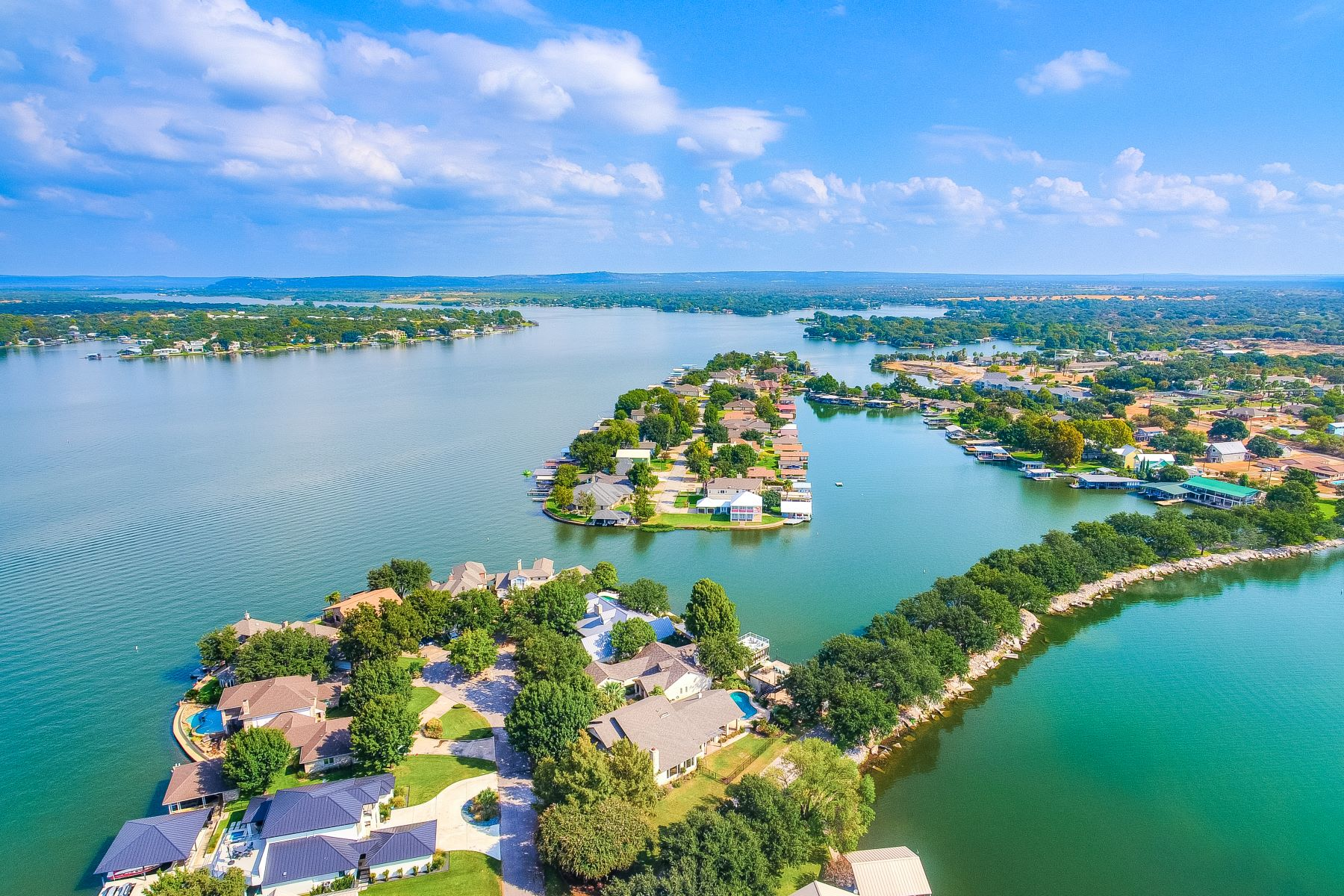 Single Family Homes por un Venta en Wonderful Lake House on Beaver Island 48 Beaver Island, Granite Shoals, Texas 78654 Estados Unidos