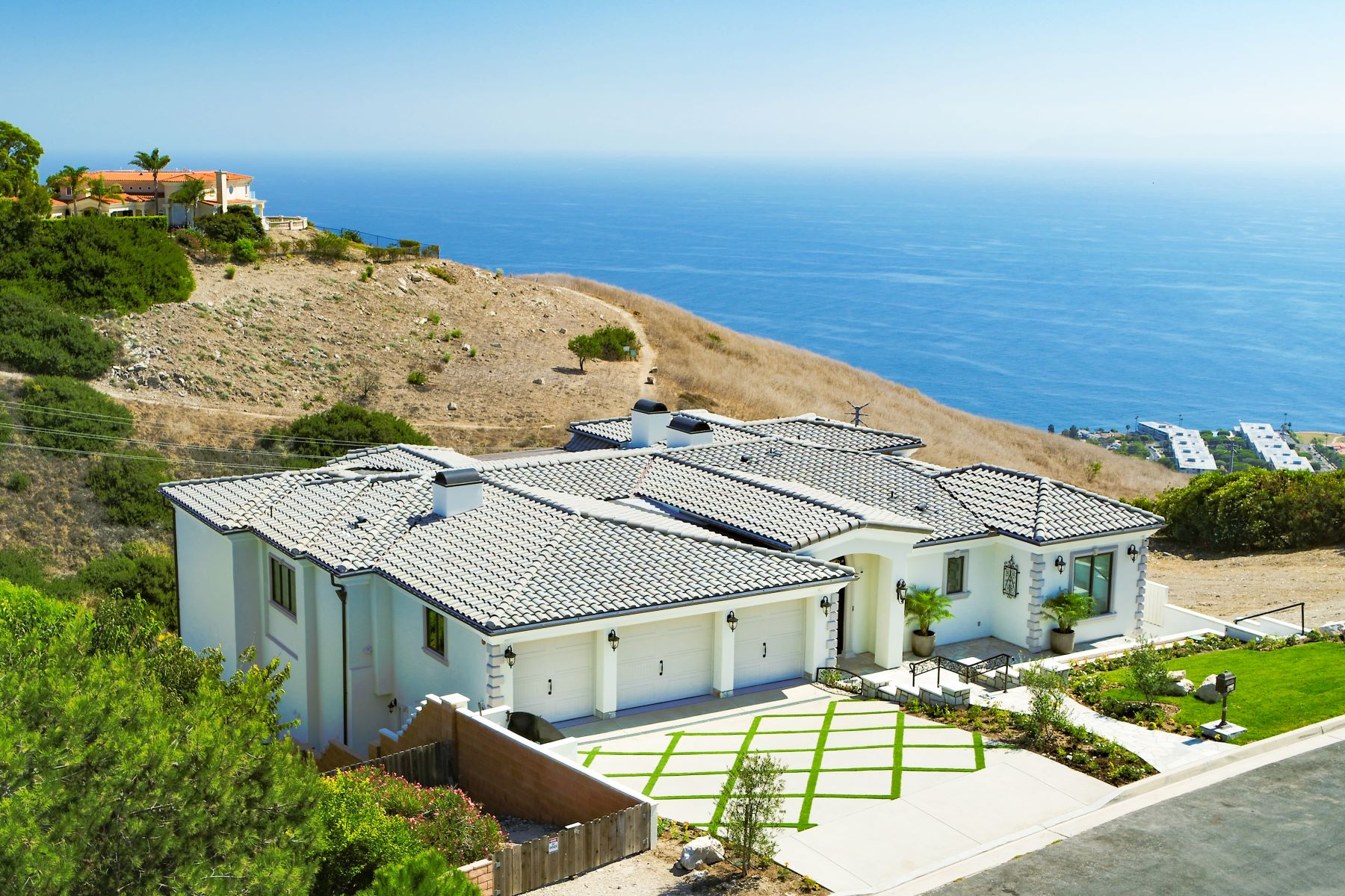 Single Family Homes for Active at 6332 Chartres Drive, Rancho Palos Verdes, CA 90275 6332 Chartres Drive Rancho Palos Verdes, California 90275 United States