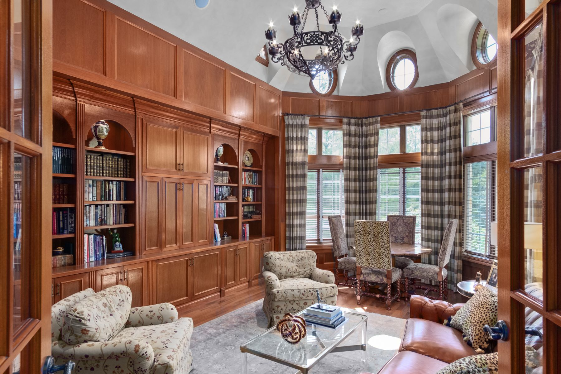 Additional photo for property listing at Outstanding Private Gated Stone 1.5 Story 10831 Ladue Road Creve Coeur, Missouri 63141 United States