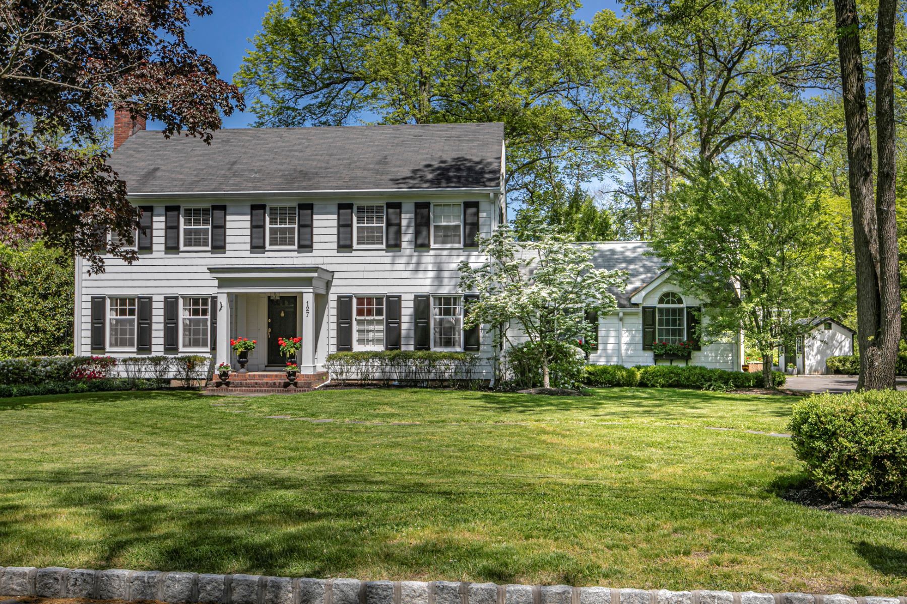 Property のために 売買 アット Classic Yet Modern Colonial Only 1.2 Miles to Town! 127 Westerly Road, Princeton, ニュージャージー 08540 アメリカ
