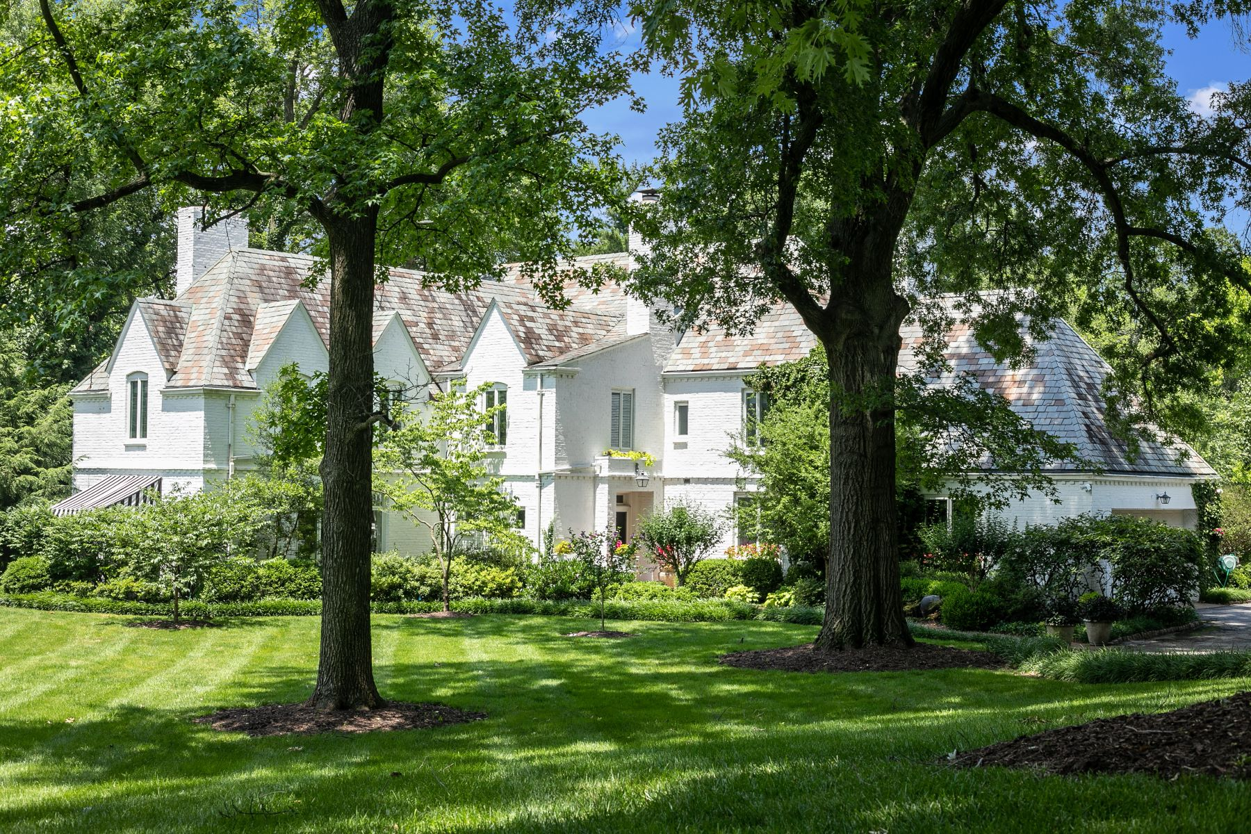 Additional photo for property listing at Tudor and English Garden Masterpiece 4 Terry Hill Lane St. Louis, Missouri 63131 United States