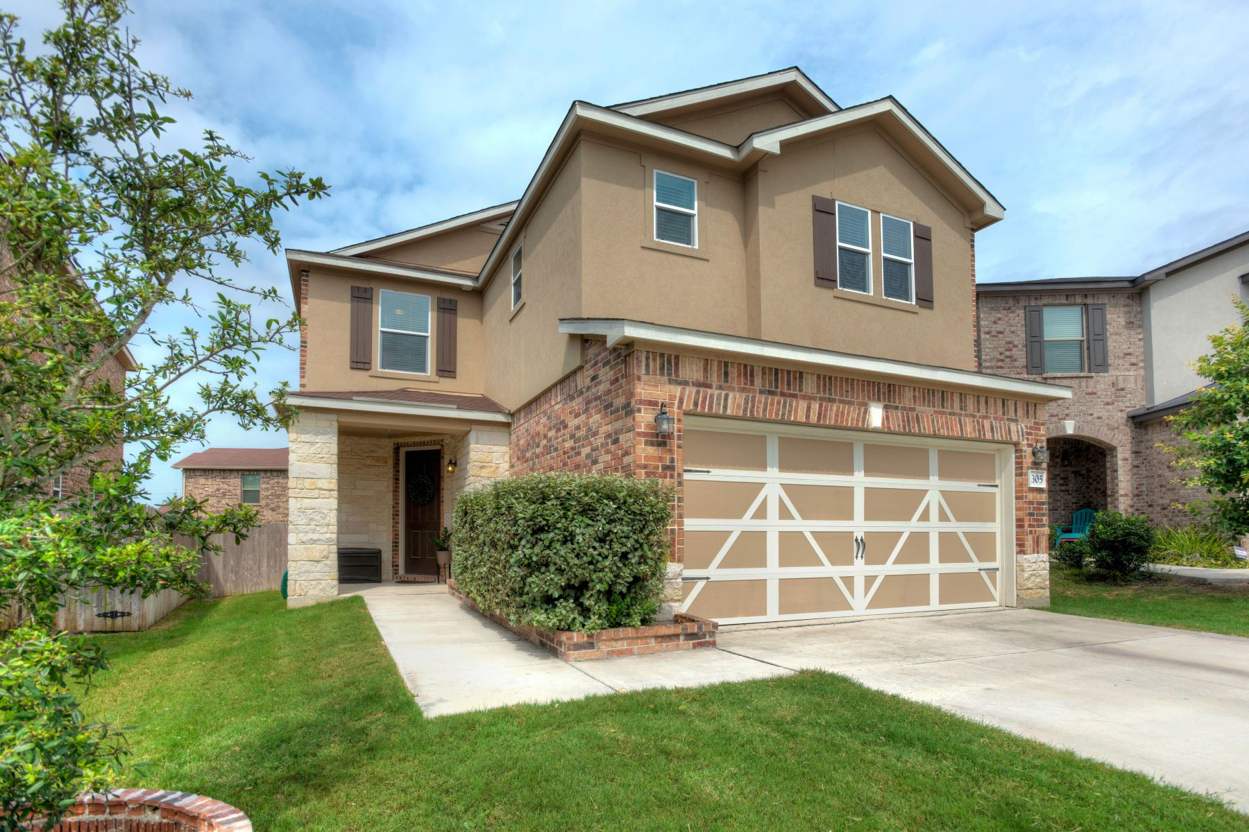 Single Family Homes for Sale at Charming Home On Quiet Cul-de-sac 305 Mystic Topaz Universal City, Texas 78148 United States