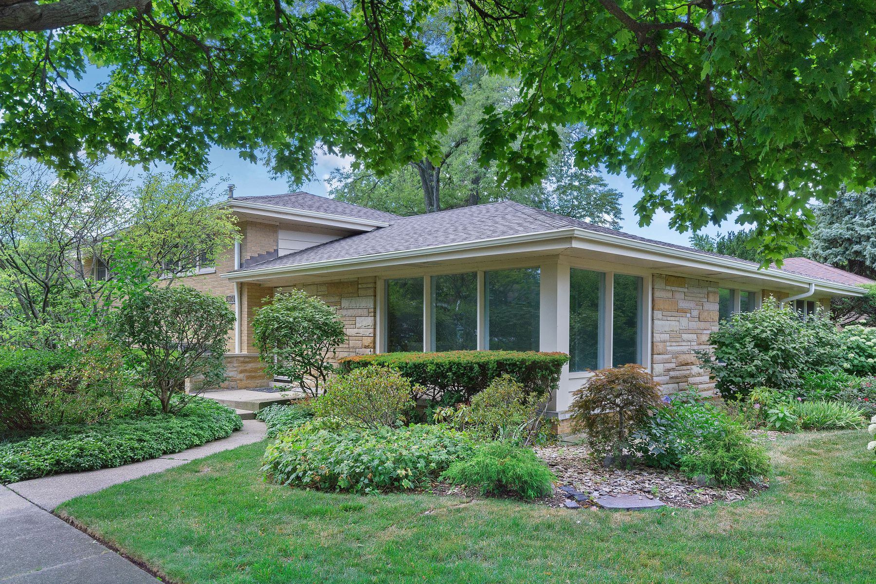 Single Family Homes para Venda às Perfect Devonshire Home 9050 Kildare Avenue, Skokie, Illinois 60076 Estados Unidos
