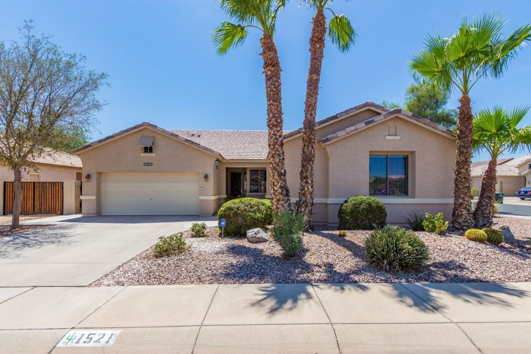Single Family Homes por un Venta en Highland Manor 1521 East Irene Drive Casa Grande, Arizona 85122 Estados Unidos