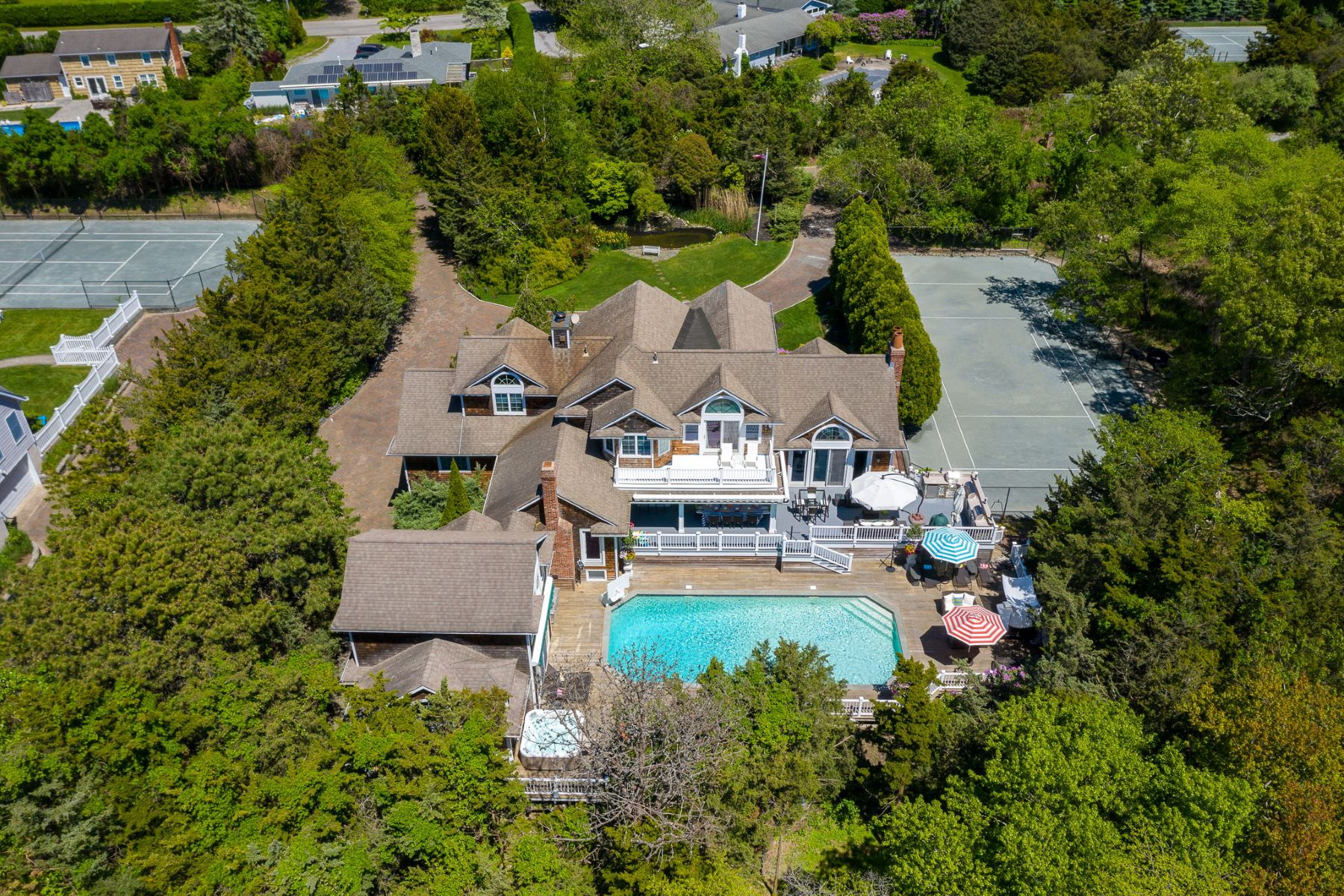 Single Family Homes 為 出售 在 Westhampton 8 N Bay Meadow Lane, Westhampton, 纽约 11977 美國