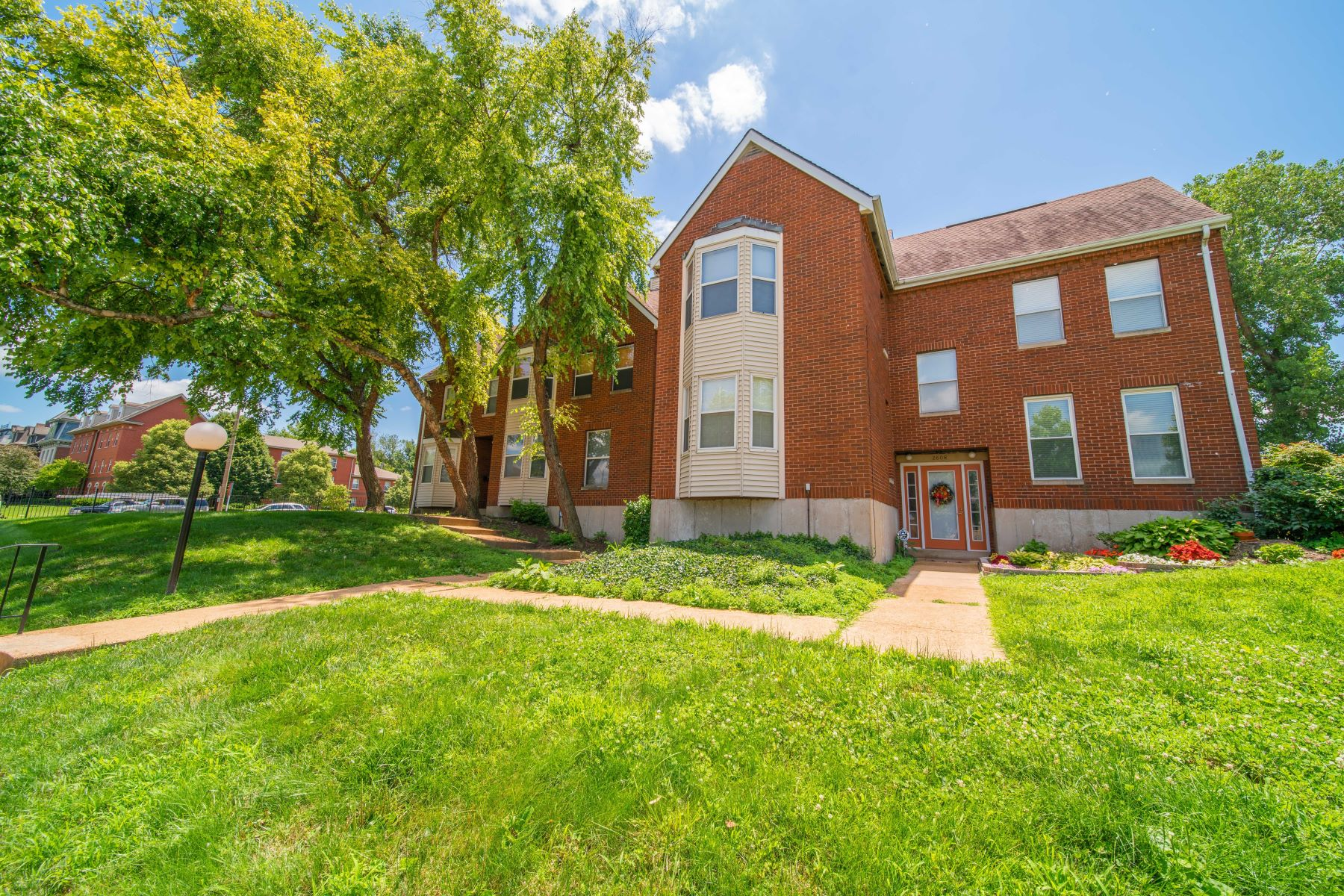 Additional photo for property listing at Central East Condo Close to SLU 2606 Park Avenue C2 St. Louis, Missouri 63104 United States