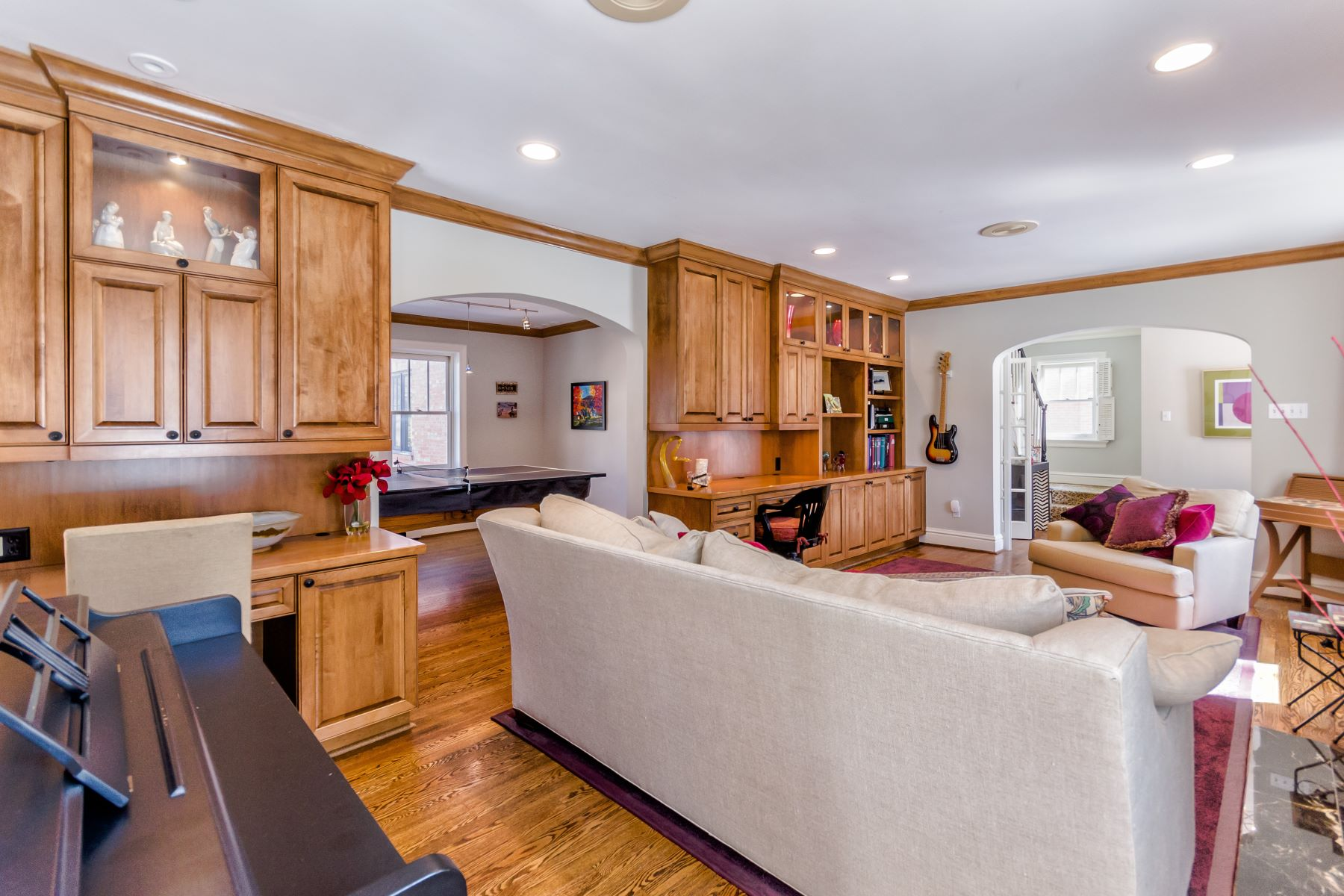 Additional photo for property listing at 8037 Daytona Drive, Clayton, MO 63105 8037 Daytona Drive Clayton, Missouri 63105 United States