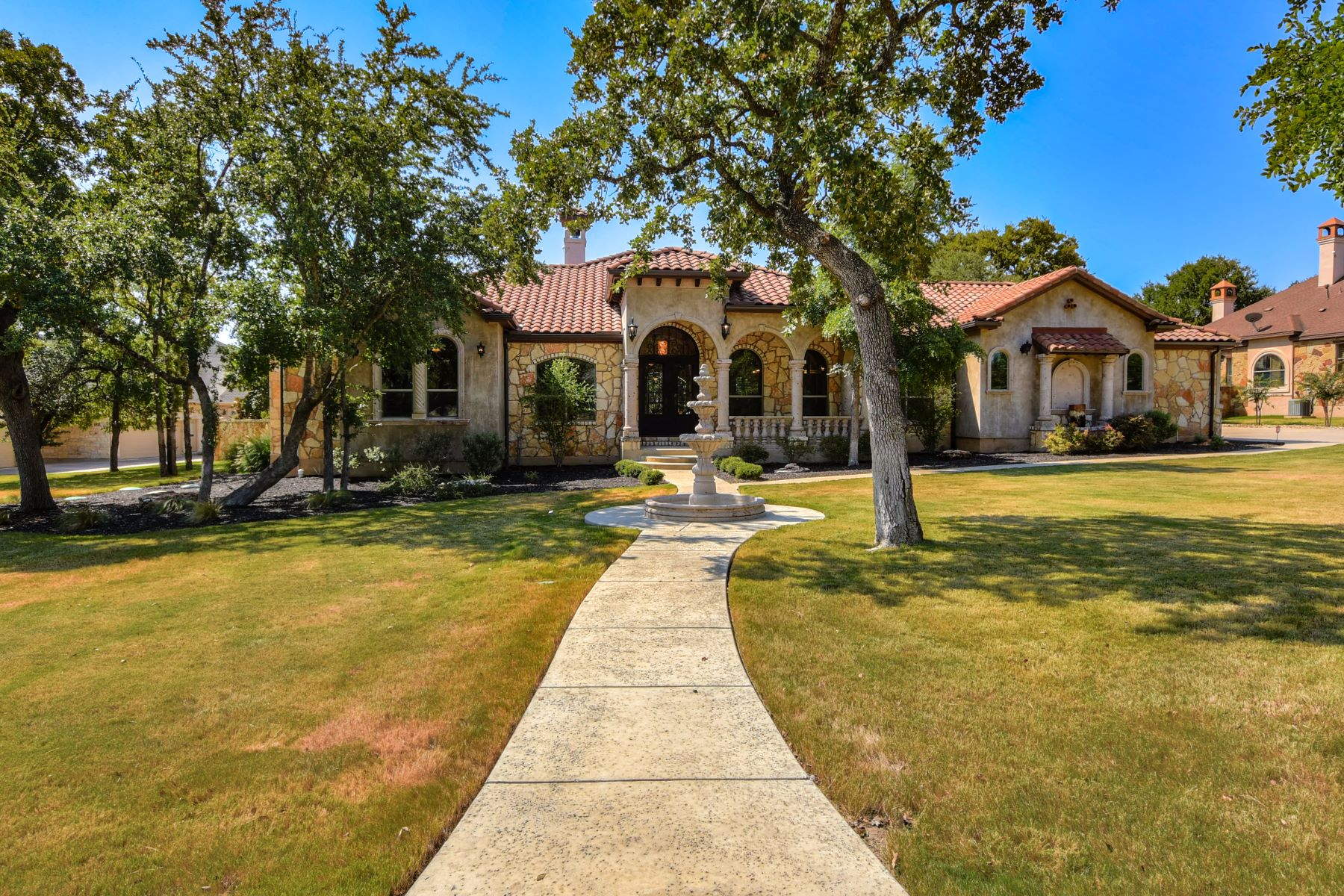 Single Family Homes for Active at 127 Vista Lane, Georgetown, TX 78633 127 Vista Lane Georgetown, Texas 78633 United States