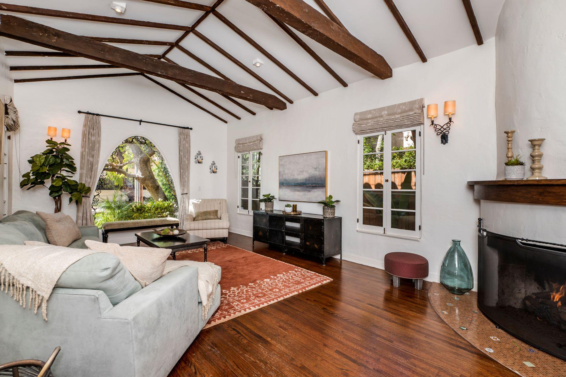 Single Family Homes por un Venta en 2112 Kerwood Avenue, Los Angeles, CA 90025 2112 Kerwood Avenue Los Angeles, California 90025 Estados Unidos