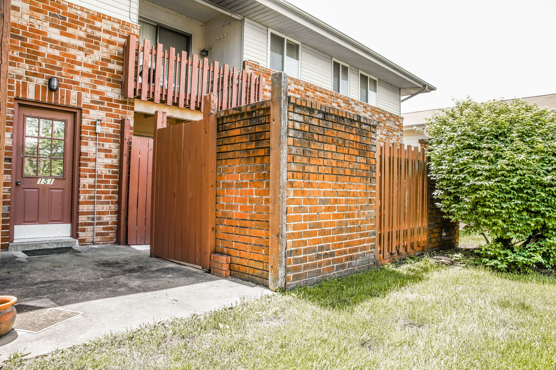 Additional photo for property listing at Newly Updated Garden Condo 4151 Gallatin Lane A Bridgeton, Missouri 63044 United States
