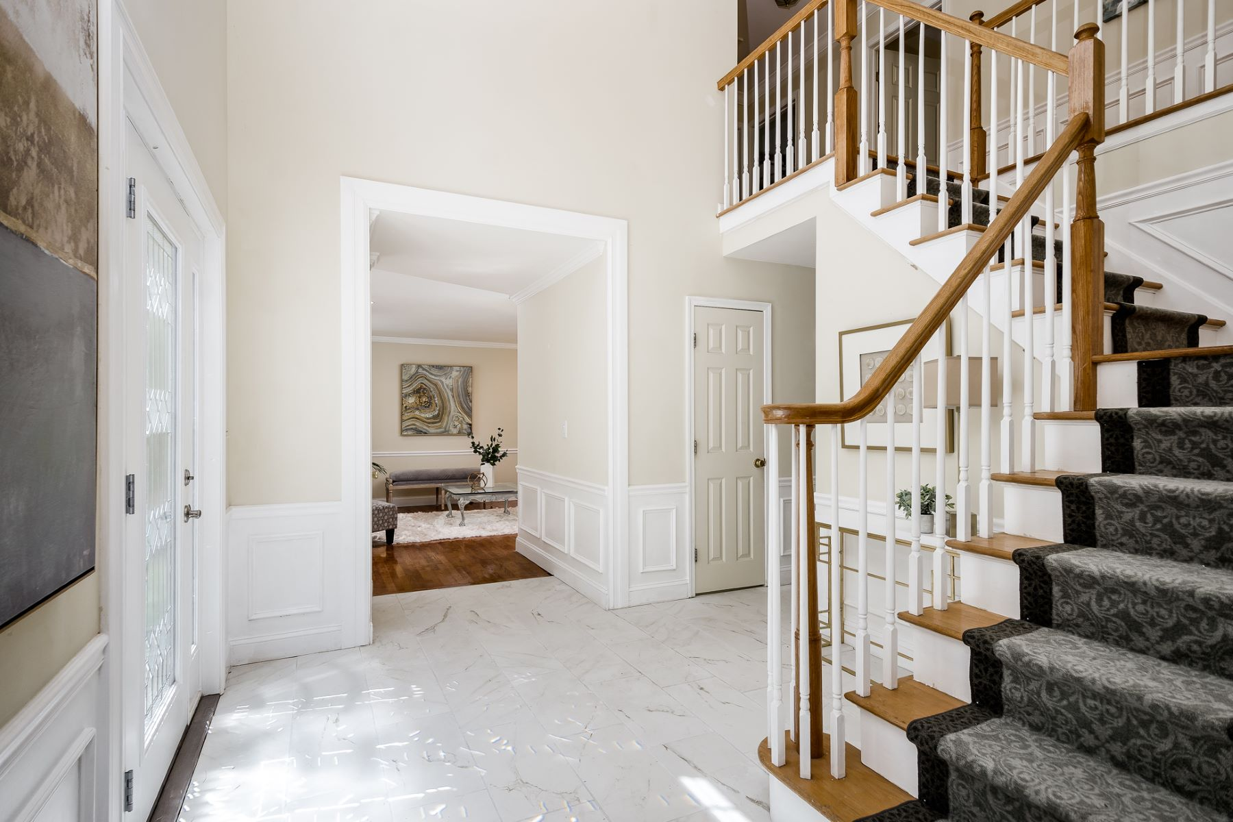 Additional photo for property listing at Elegant, Light-Filled Versatility in Heatherfield 32 Ginnie Lane, West Windsor, New Jersey 08550 United States