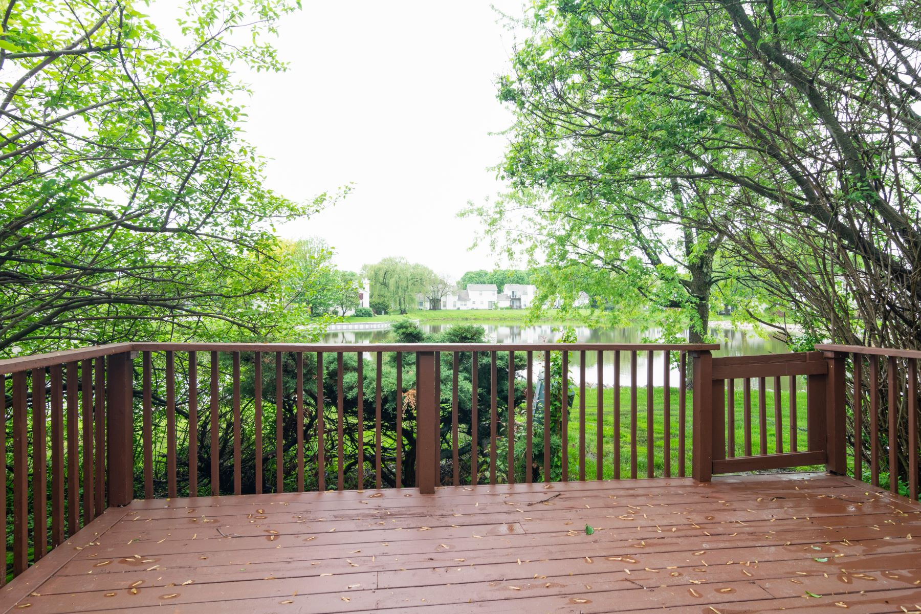 Townhouse for Sale at Colony Lake Townhome 992 Foxwood Court Schaumburg, Illinois 60194 United States
