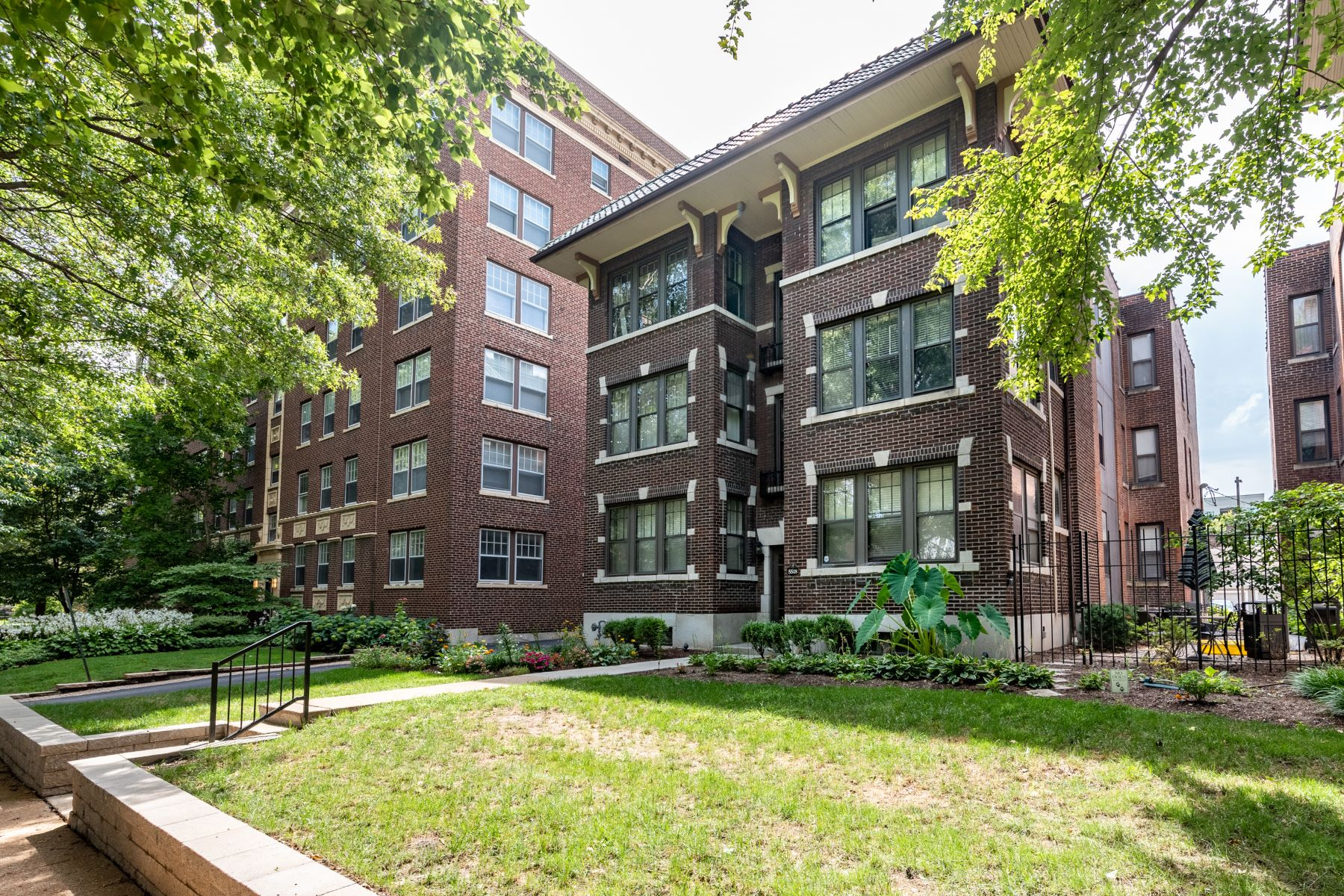 Additional photo for property listing at DeBaliviere Place Condo 5518 Waterman Boulevard #31 St. Louis, Missouri 63112 United States