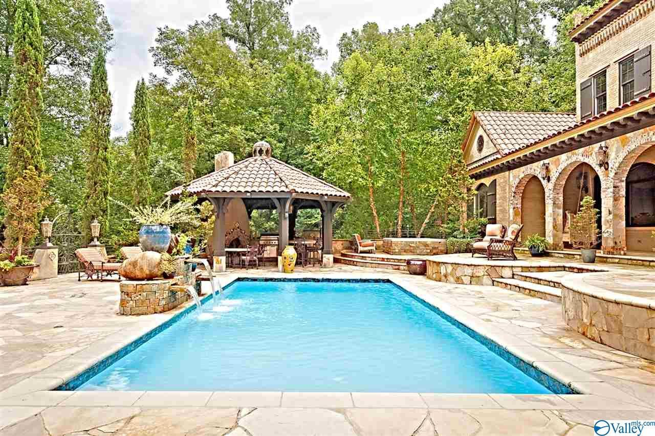 Single Family Homes for Active at 741 Three Points Road 741 THREE POINT Road Muscle Shoals, Alabama 35661 United States