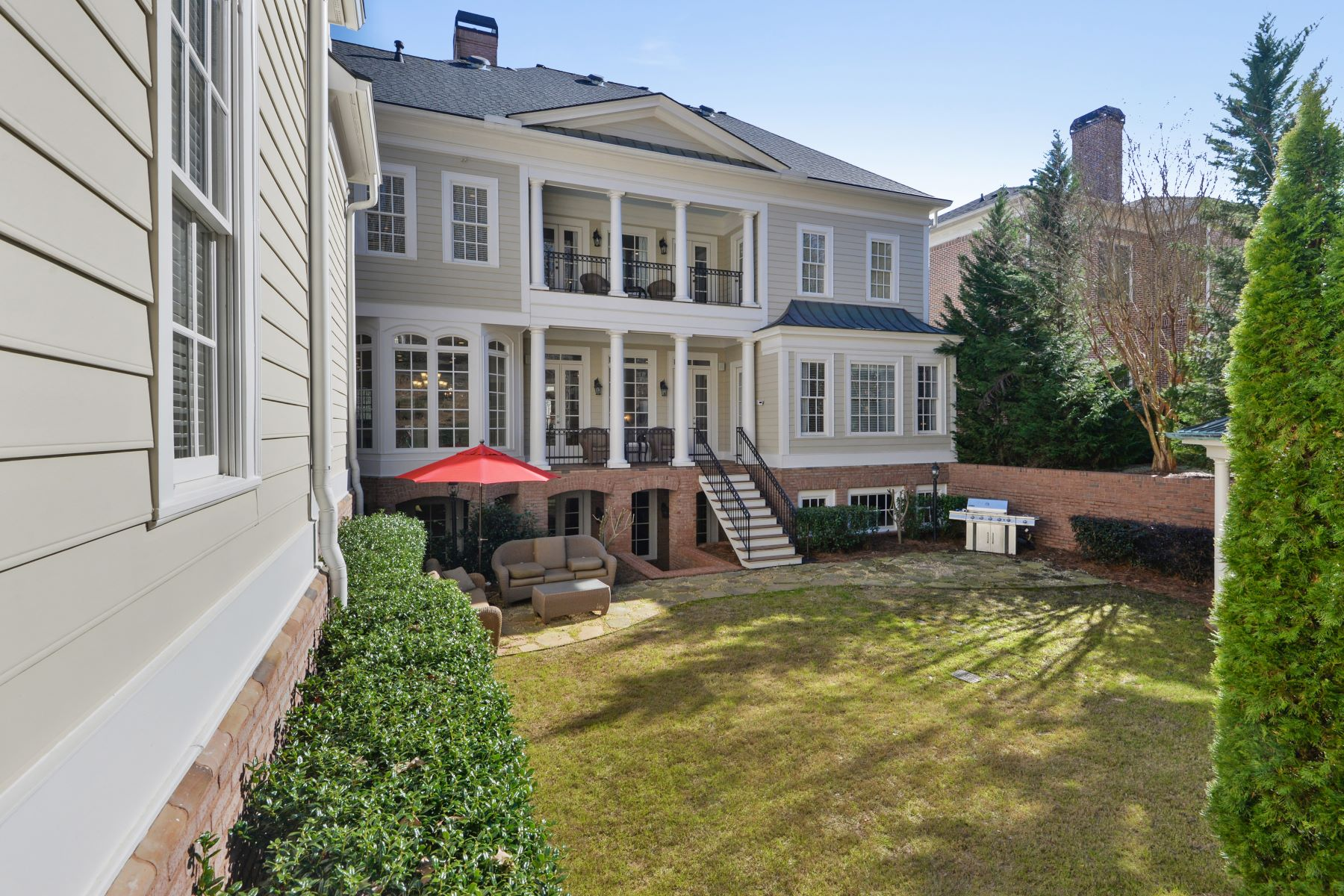 Additional photo for property listing at Elegance and Charm Await in this Newly Renovated Masterpiece 3125 W Addison Drive, Alpharetta, ジョージア 30022 アメリカ