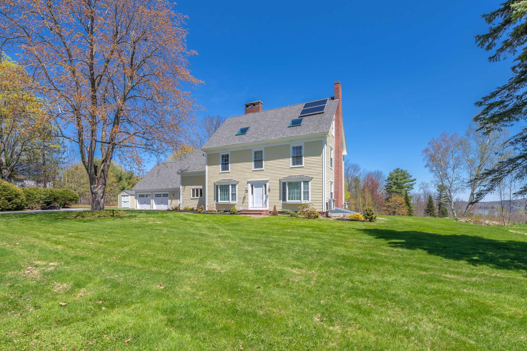 Single Family Homes for Sale at 525 Auburn Road Auburn, Maine 04210 United States