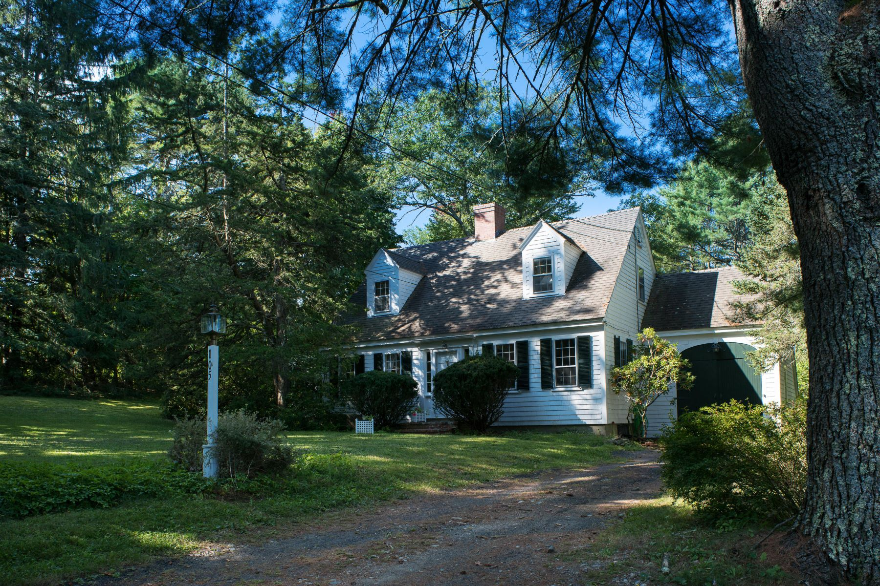 Single Family Homes for Active at 105 Bristol Road Damariscotta, Maine 04543 United States