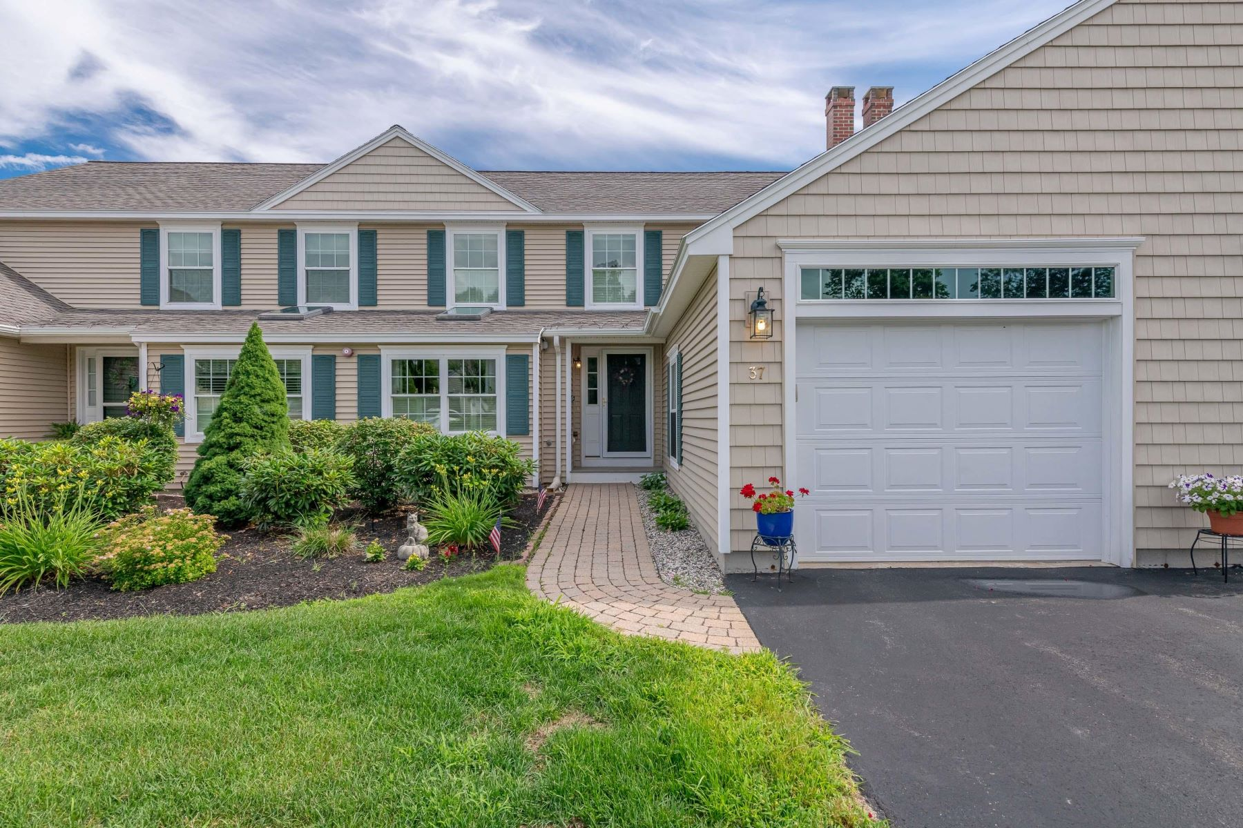 Condominiums por un Venta en 37 Ridgefield Drive #42 Gorham, Maine 04038 Estados Unidos