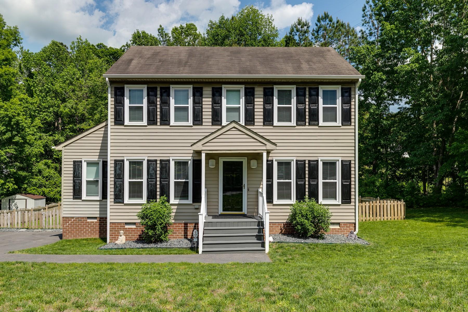 single family homes por un Venta en 8023 Nashua Drive Midlothian, Virginia 23112 Estados Unidos