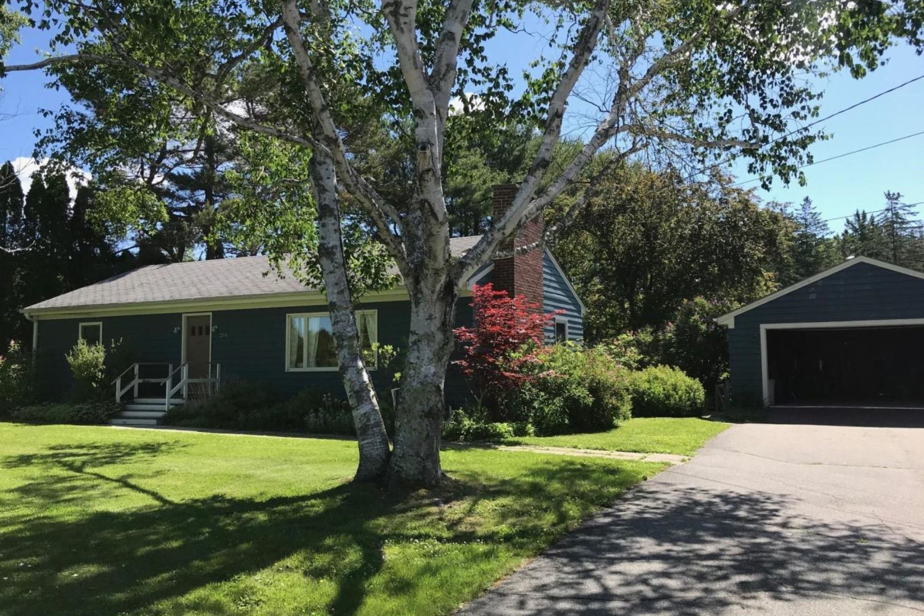 Single Family Homes for Active at 234 Bristol Road Damariscotta, Maine 04543 United States
