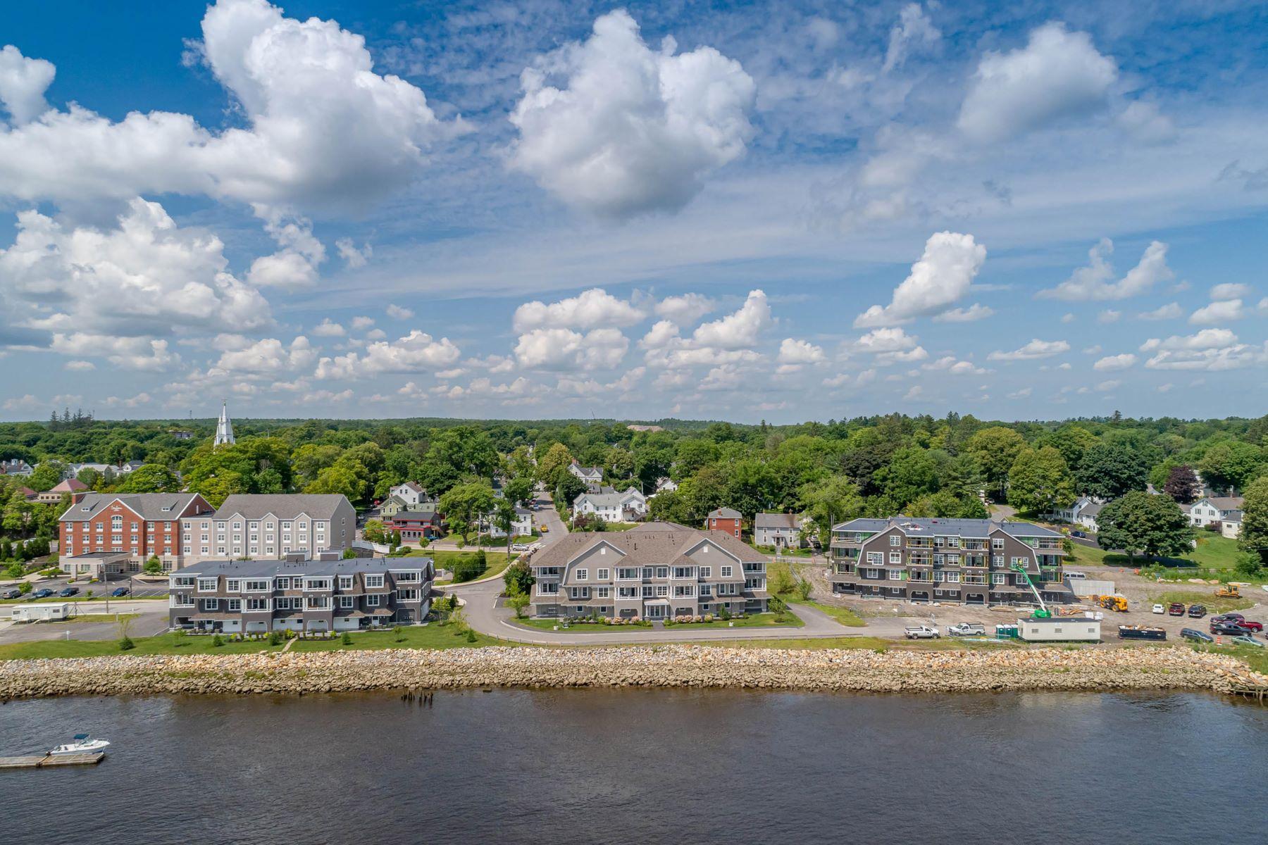 Condominiums por un Venta en 285 Front Street 102 Bath, Maine 04530 Estados Unidos