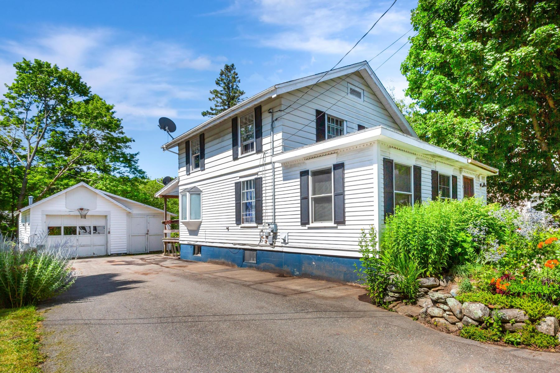 Single Family Homes for Active at 34 Chestnut Street Rockland, Maine 04841 United States