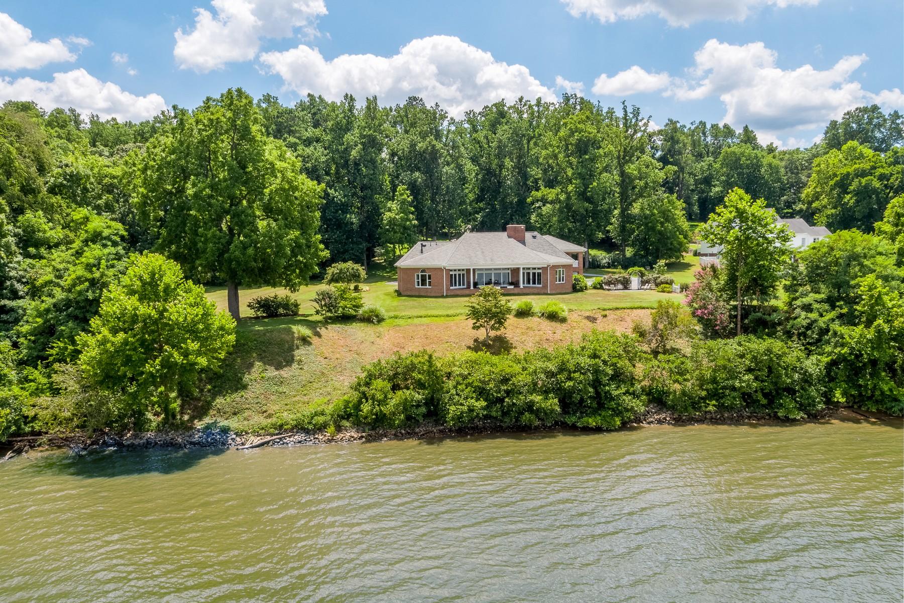single family homes pour l Vente à 30571 Portobago Trail Port Royal, Virginia 22535 États-Unis