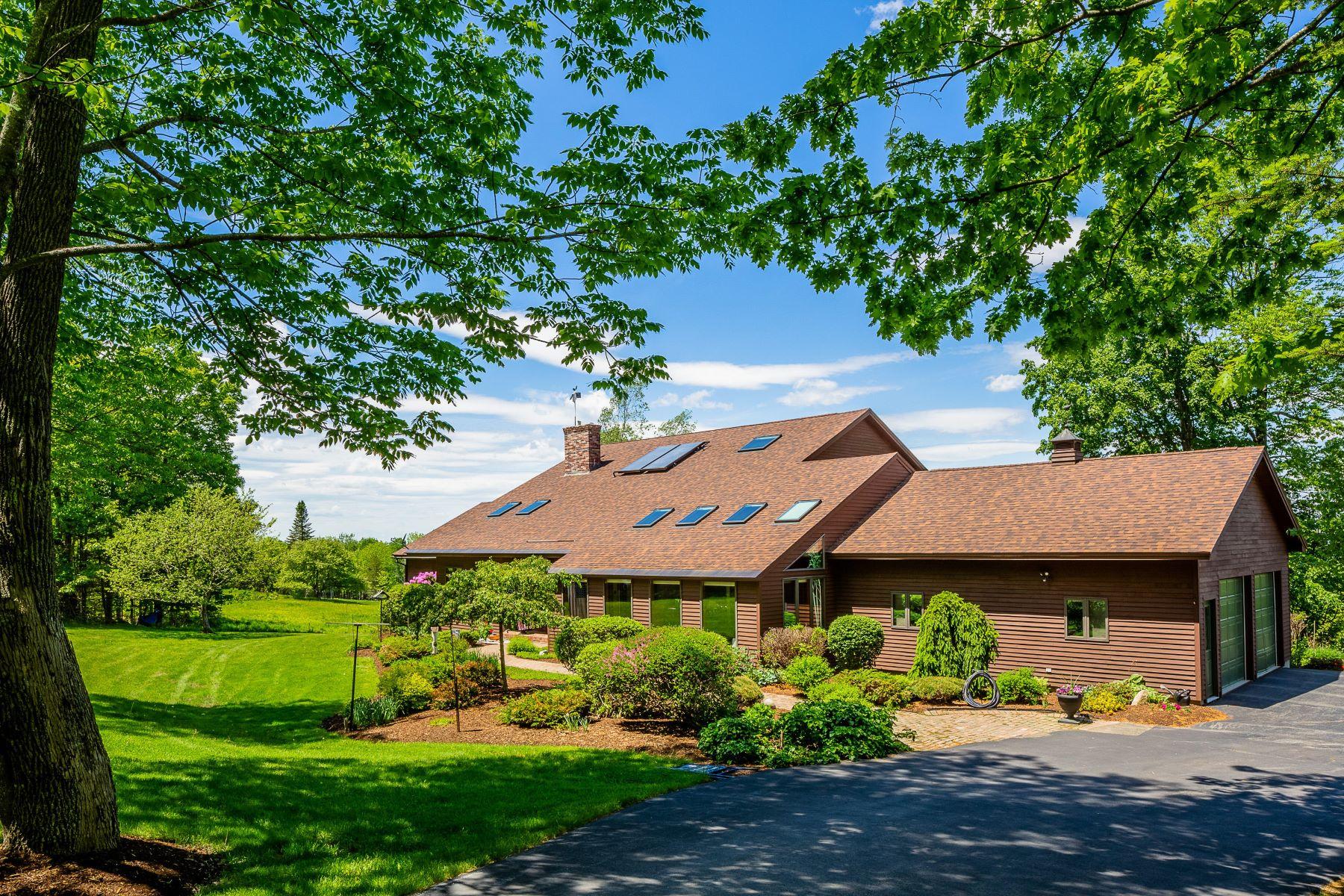 Single Family Homes por un Venta en 87 Valley View Road Holden, Maine 04429 Estados Unidos