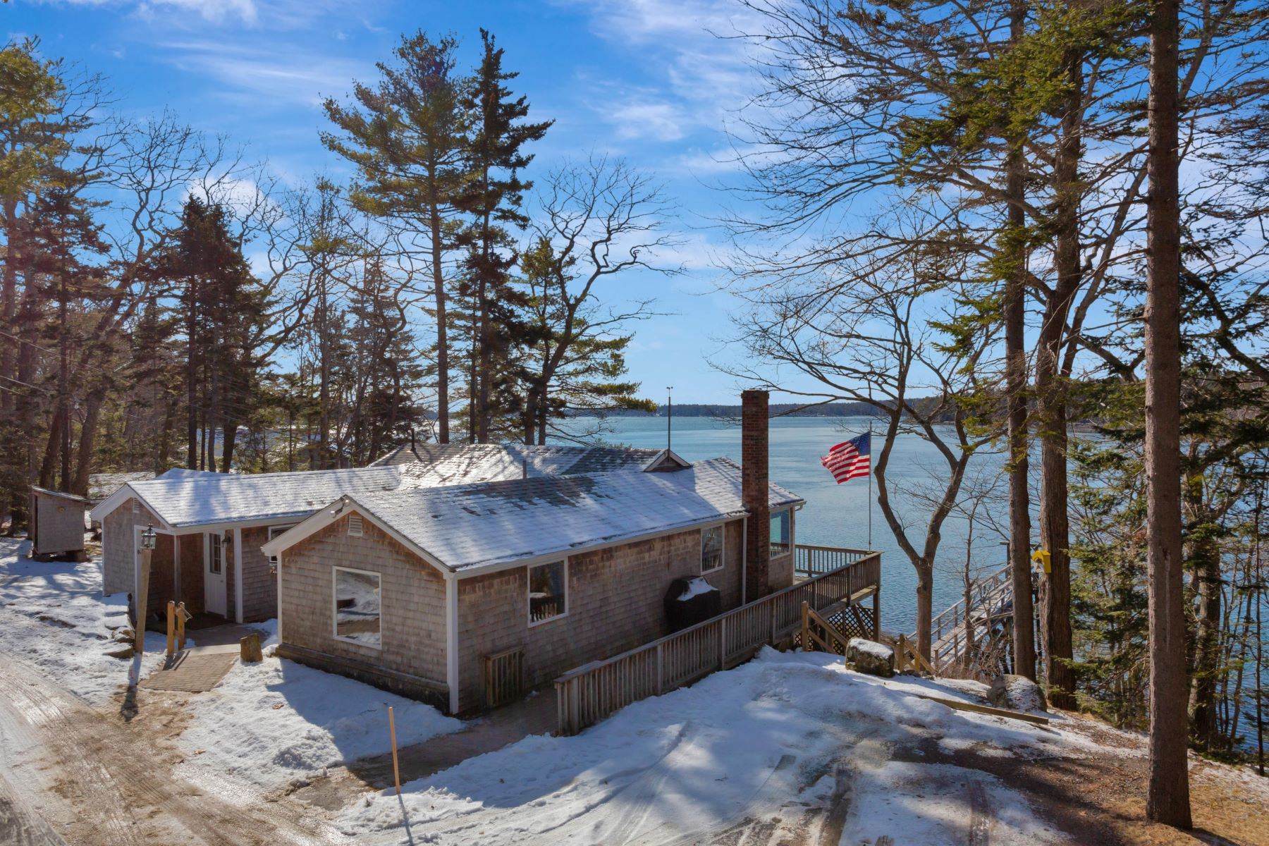 Single Family Homes for Active at 964 Cross Point Road Edgecomb, Maine 04556 United States