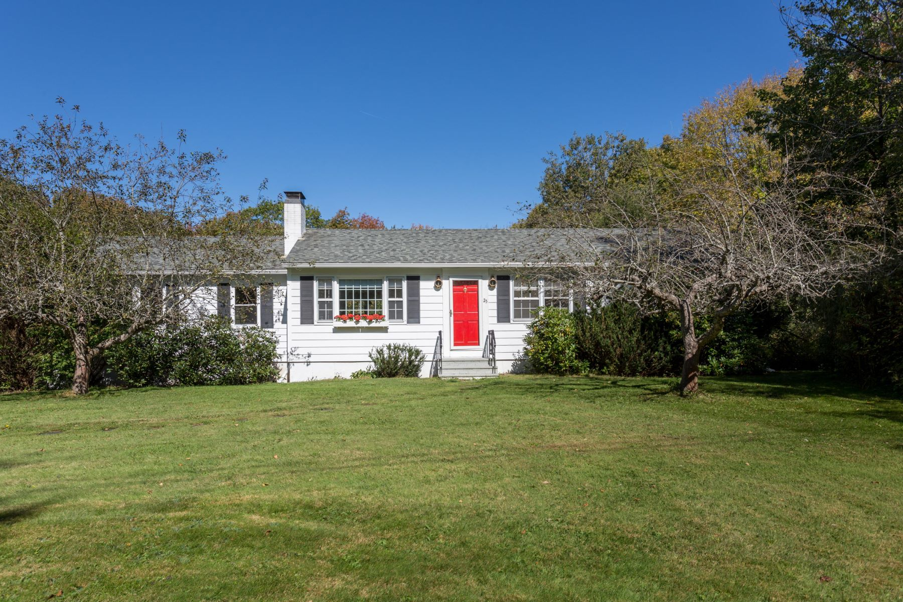 Single Family Homes for Active at 25 Westview Road Damariscotta, Maine 04543 United States