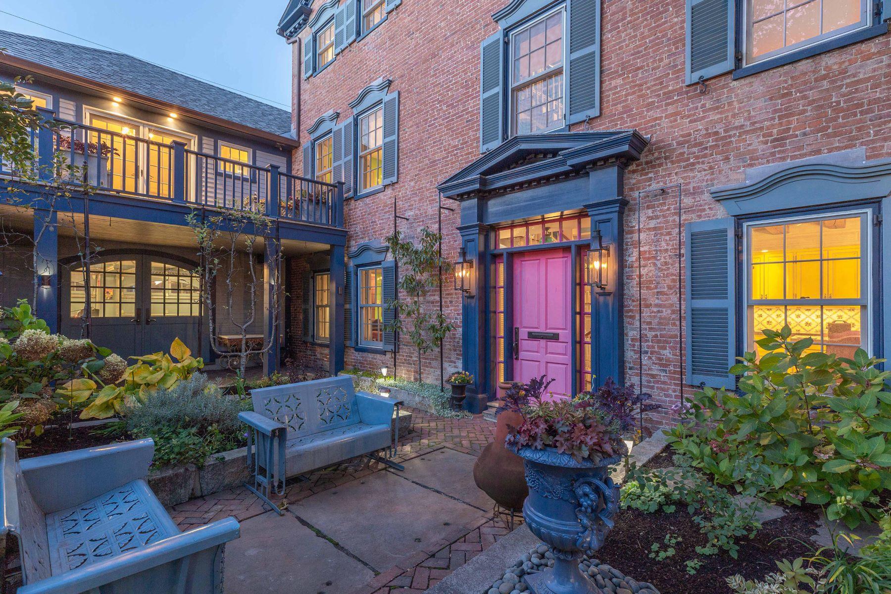 Single Family Homes 为 销售 在 129 State Street 朴茨茅斯, 新罕布什尔州 03801 美国