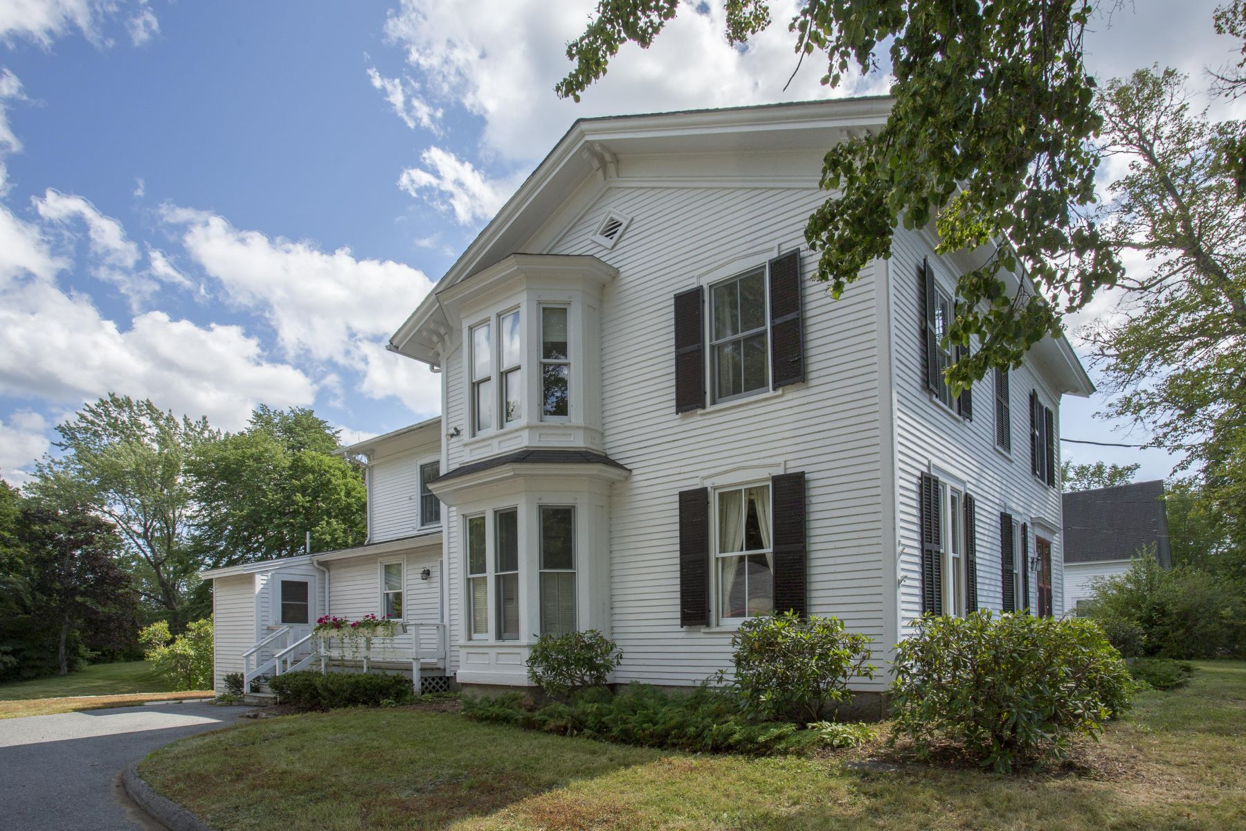 Single Family Homes por un Venta en 1144 Main Street Mount Desert, Maine 04660 Estados Unidos