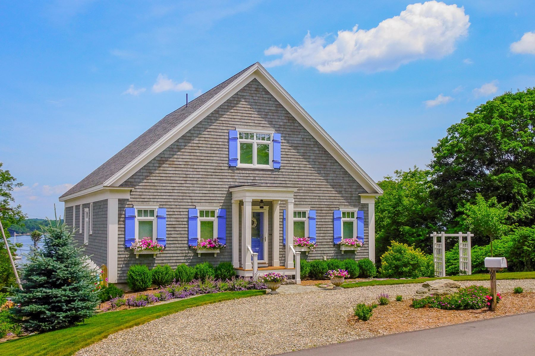 Single Family Homes for Active at 60 Bayview Street Belfast, Maine 04915 United States