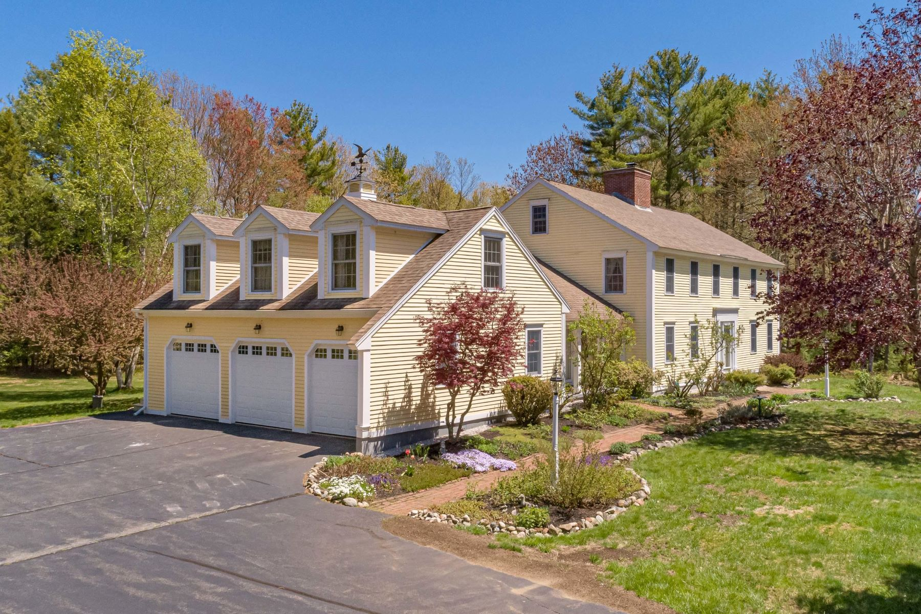 Single Family Homes for Active at 35 Heritage Lane Kennebunk, Maine 04043 United States
