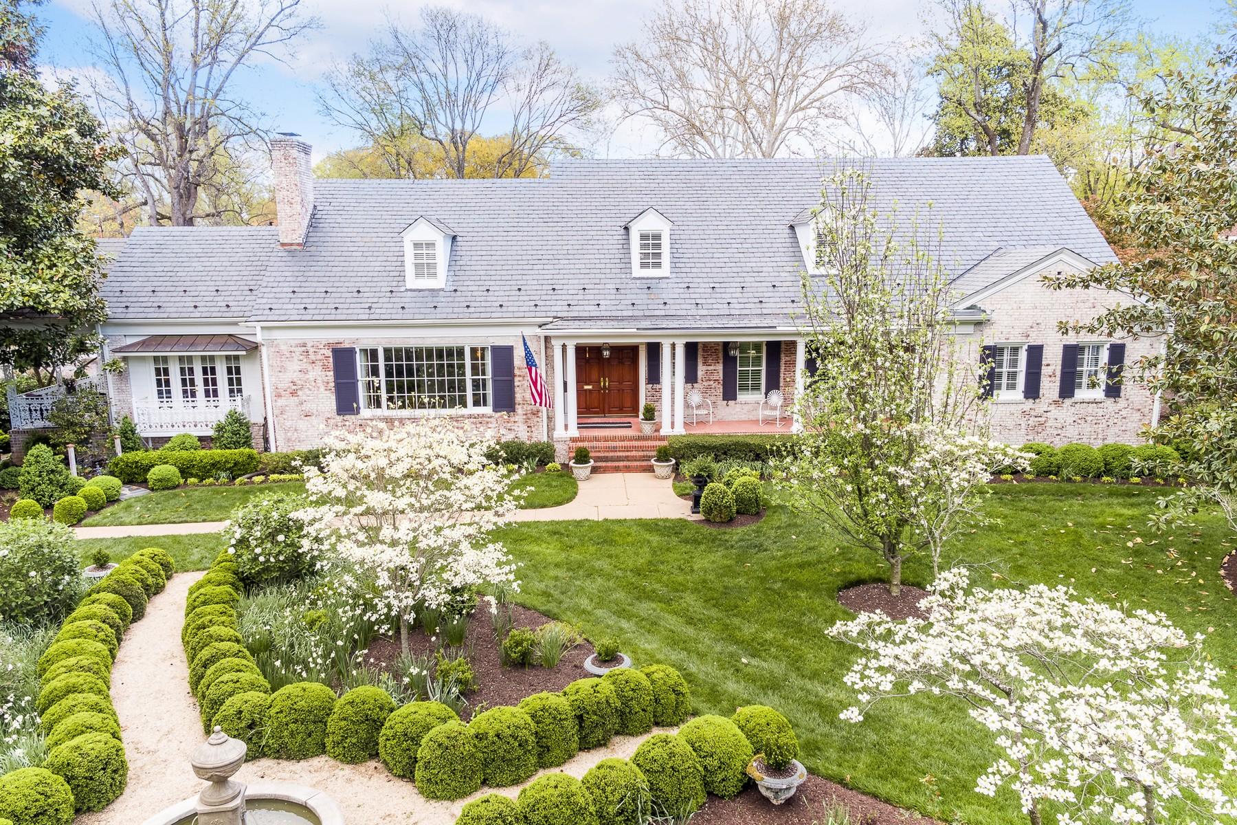 Single Family Homes pour l Vente à 4710 Cary Street Road Richmond, Virginia 23226 États-Unis