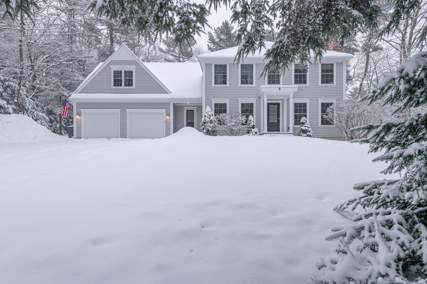 Single Family Homes for Sale at 5 Quaker Lane Falmouth, Maine 04105 United States