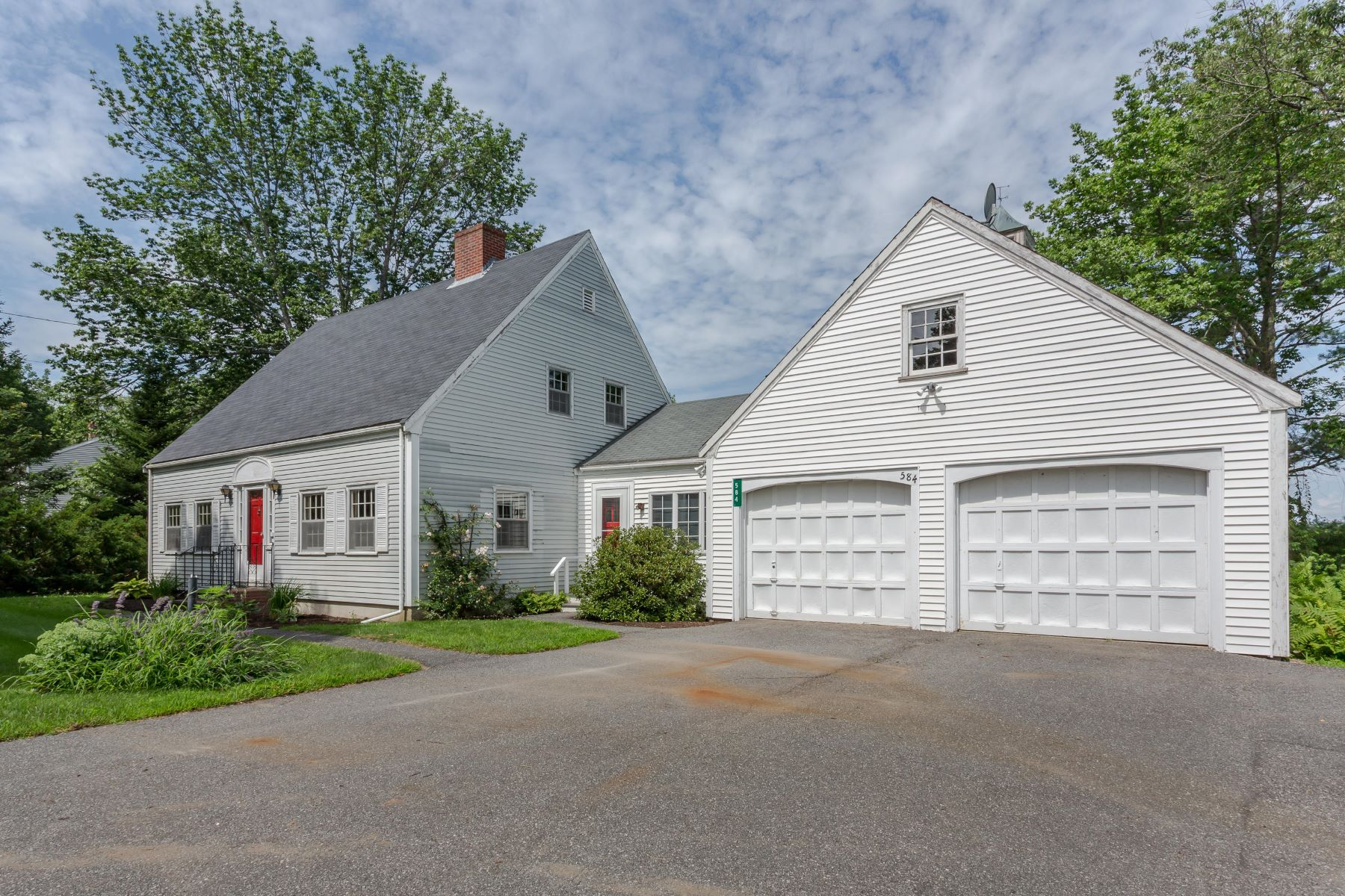 Single Family Homes for Active at 584 Main Street Damariscotta, Maine 04543 United States