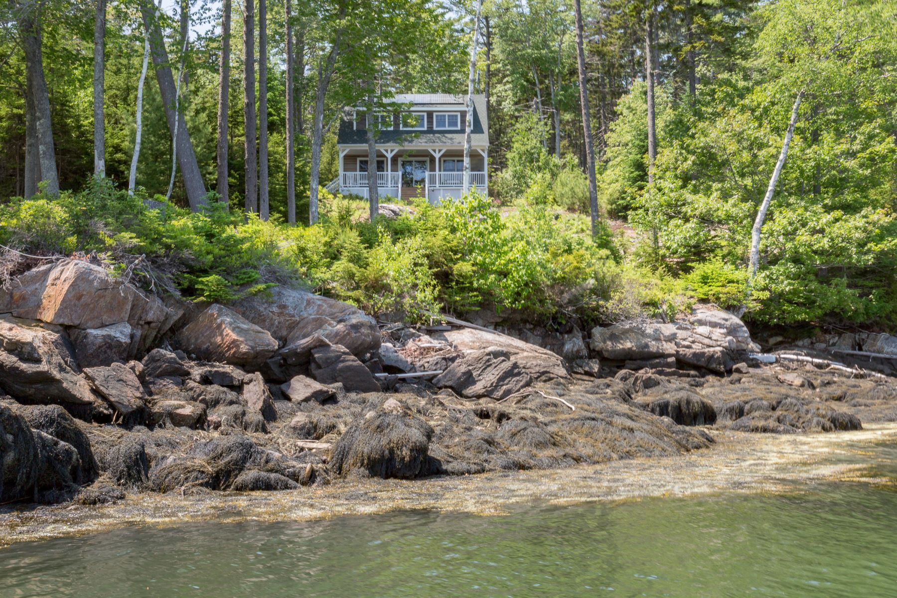 Single Family Homes for Active at 57 Long Island Harpswell, Maine 04079 United States