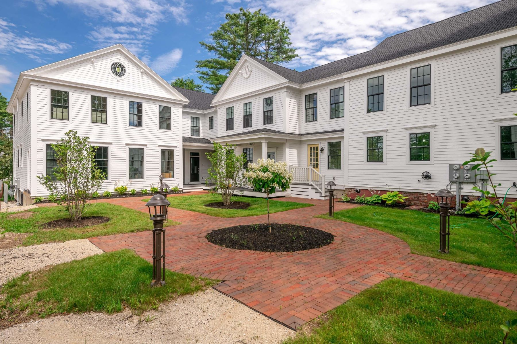Condominiums for Active at 149 Main Street, 6 Yarmouth, Maine 04096 United States