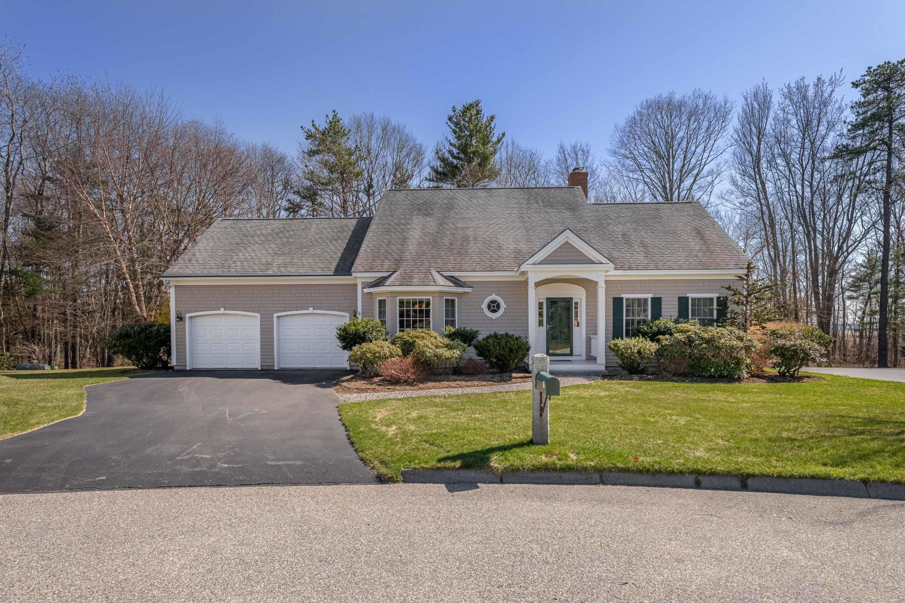 Single Family Homes for Active at 16 Admiral's Way Kennebunk, Maine 04043 United States