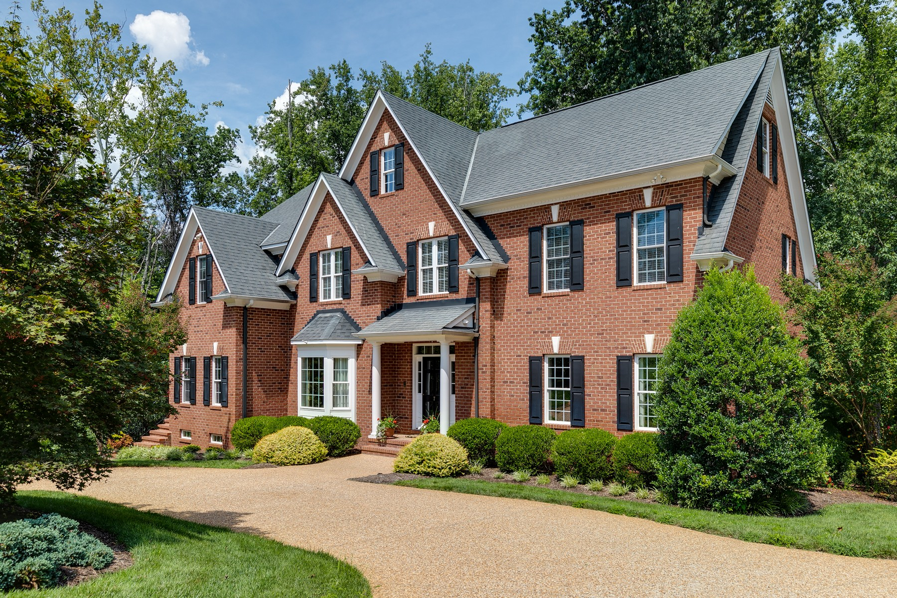 Single Family Homes por un Venta en 7 Paris Ridge Lane Henrico, Virginia 23229 Estados Unidos