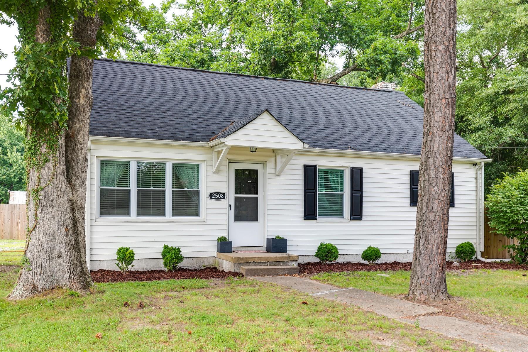 Single Family Homes por un Venta en 2508 Hilliard Road Henrico, Virginia 23228 Estados Unidos