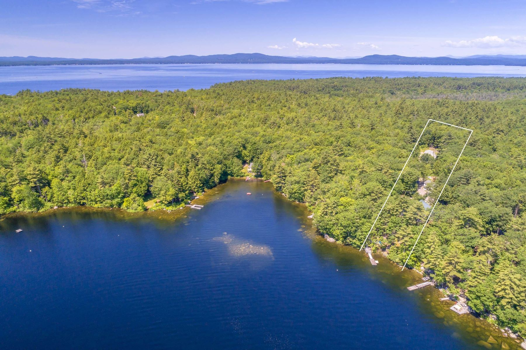 Single Family Homes for Active at 55-58 Andersen Road Raymond, Maine 04071 United States