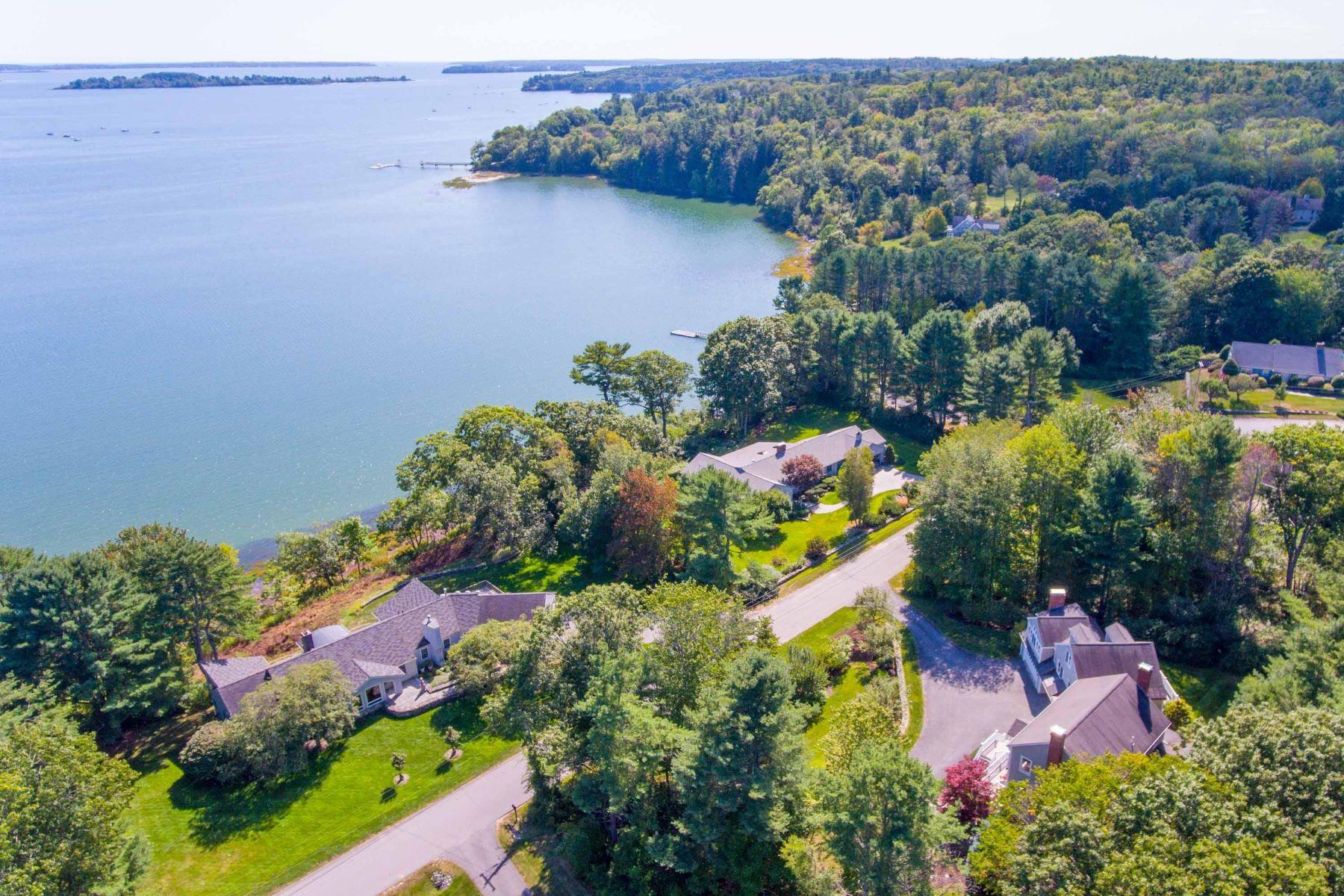 Single Family Homes por un Venta en 4 Ledge Road Cumberland, Maine 04110 Estados Unidos
