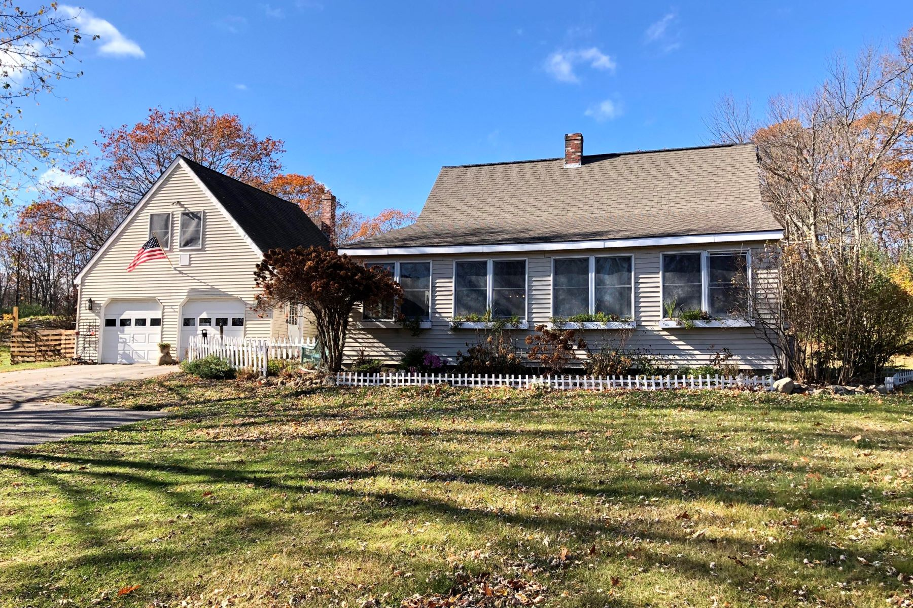 Single Family Homes for Active at 691 Old Post Road Arundel, Maine 04046 United States