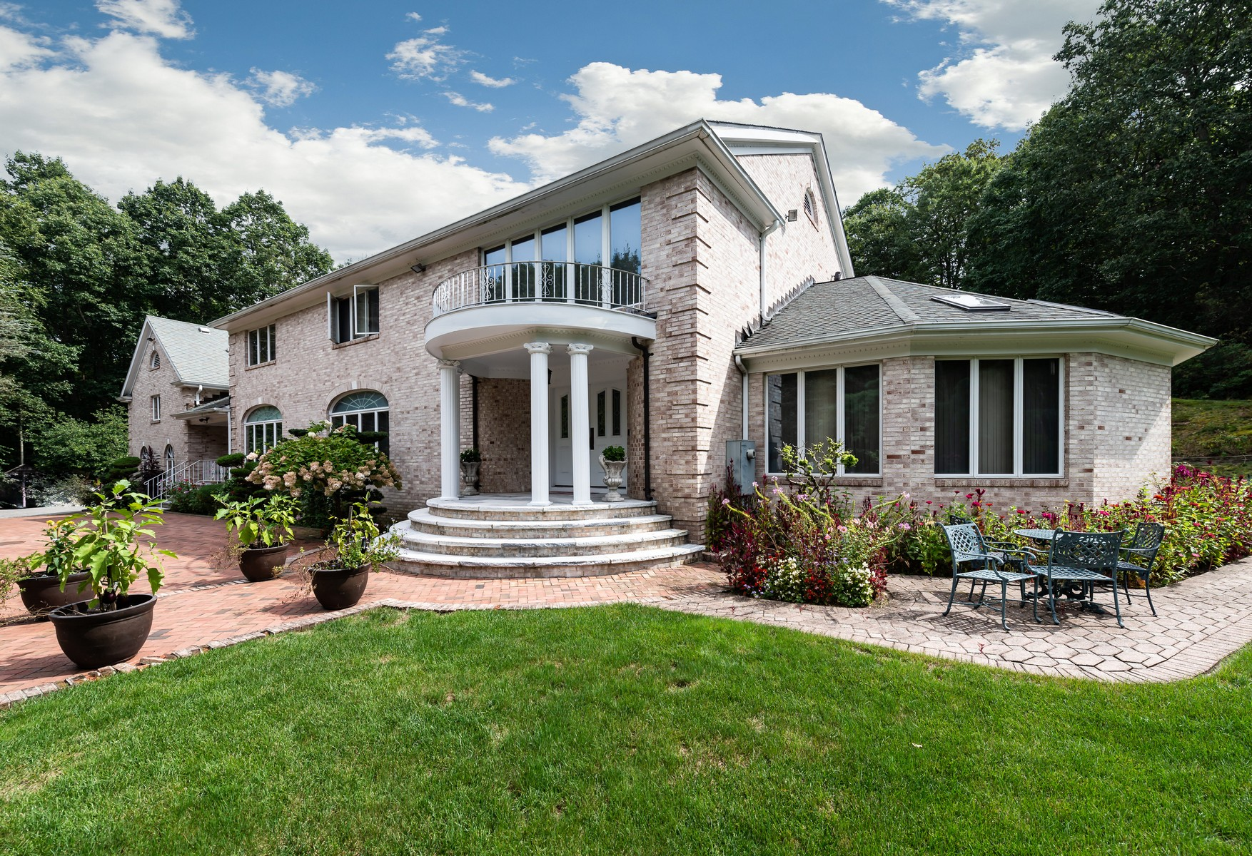 Single Family Homes for Sale at 1537 Laurel Hollow Rd Laurel Hollow, New York 11791 United States
