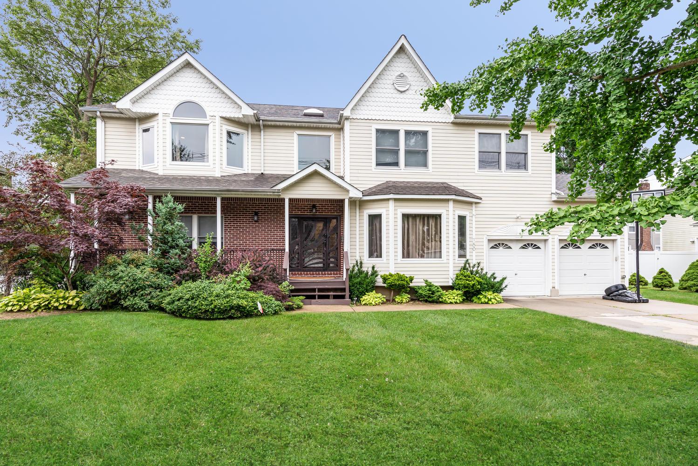 Single Family Homes for Sale at Freeport 150 Pennsylvania Ave Freeport, New York 11520 United States