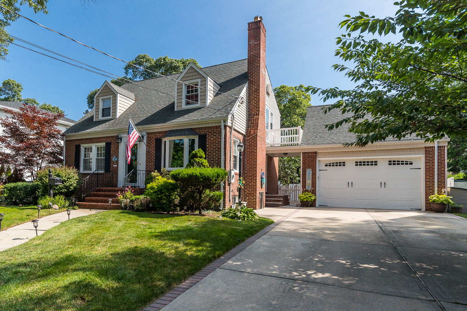Single Family Homes for Sale at Valley Stream 227 E Carpenter St Valley Stream, New York 11580 United States