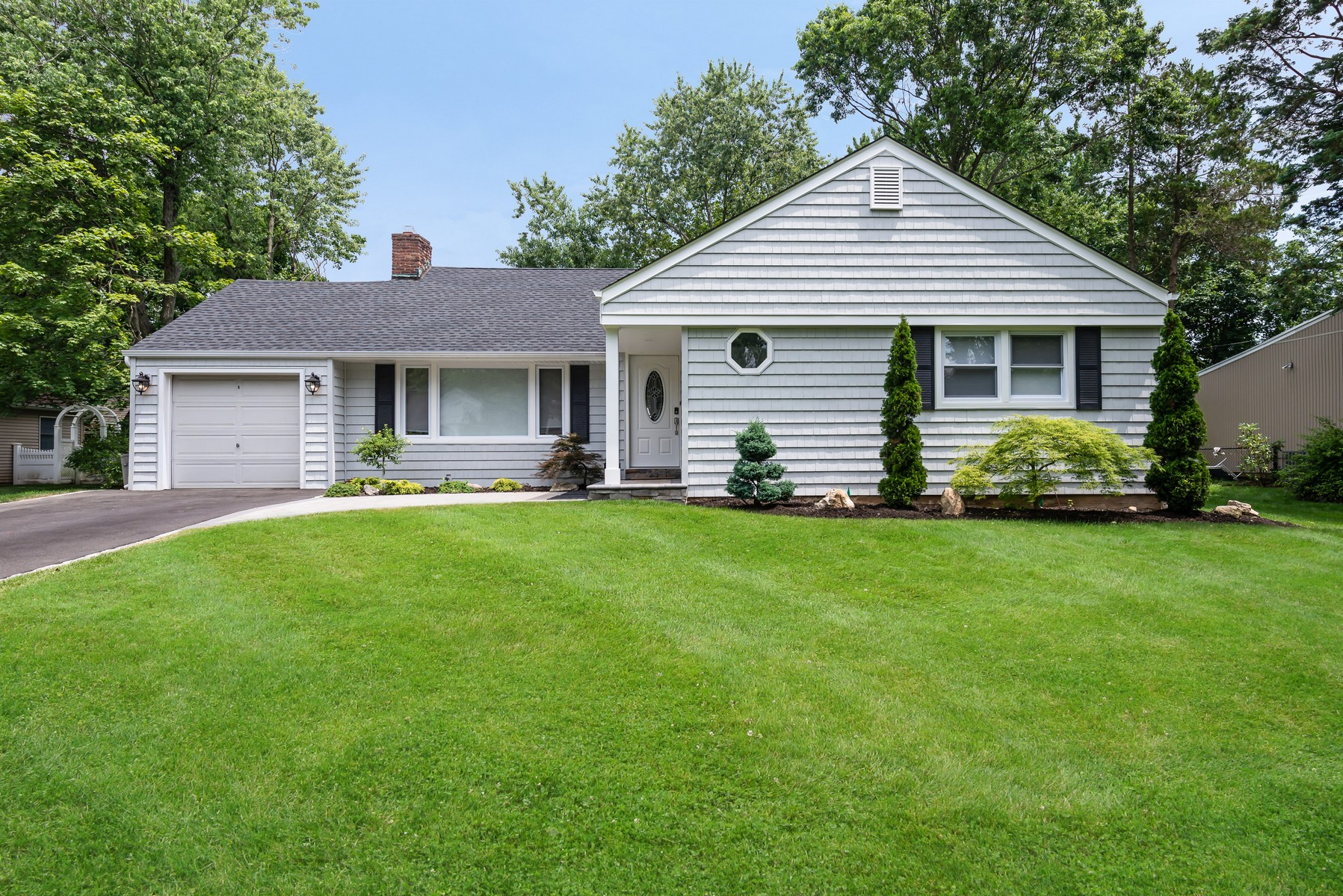 Single Family Homes for Active at East Hills 18 Midland Rd East Hills, New York 11577 United States