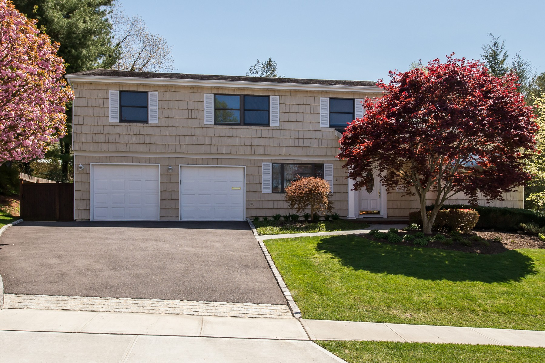Single Family Homes for Sale at Oyster Bay 8 Peerless Dr Oyster Bay, New York 11771 United States